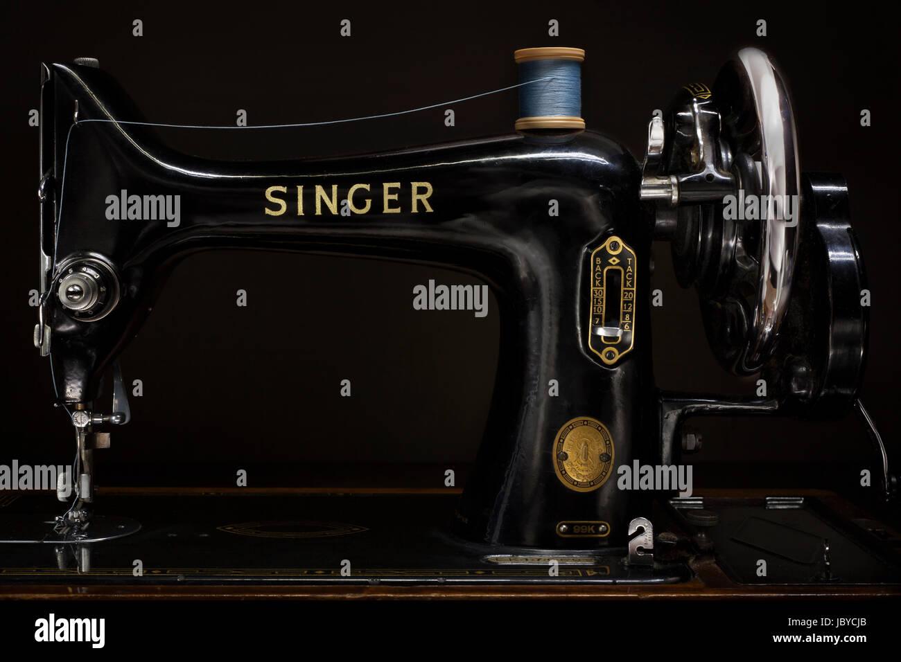 Producto hermoso diseño desde principios de 1900, la máquina de coser Singer 99K se introdujo en 1911 Imagen De Stock