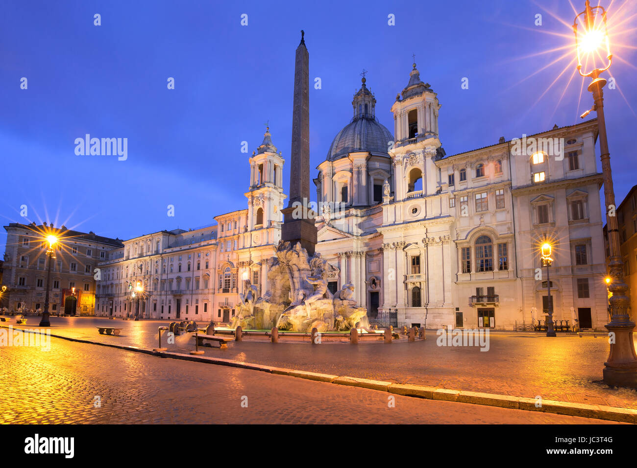 Piazza Navona en la noche, Roma, Italia. Imagen De Stock