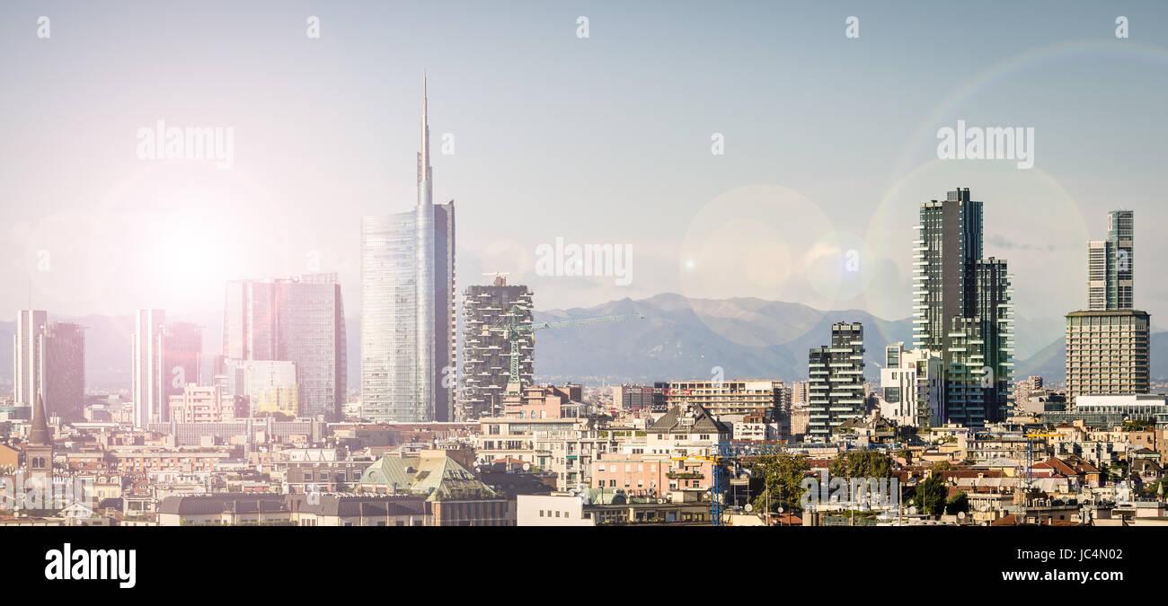 Milán (Italia), con nuevos rascacielos skyline Foto de stock