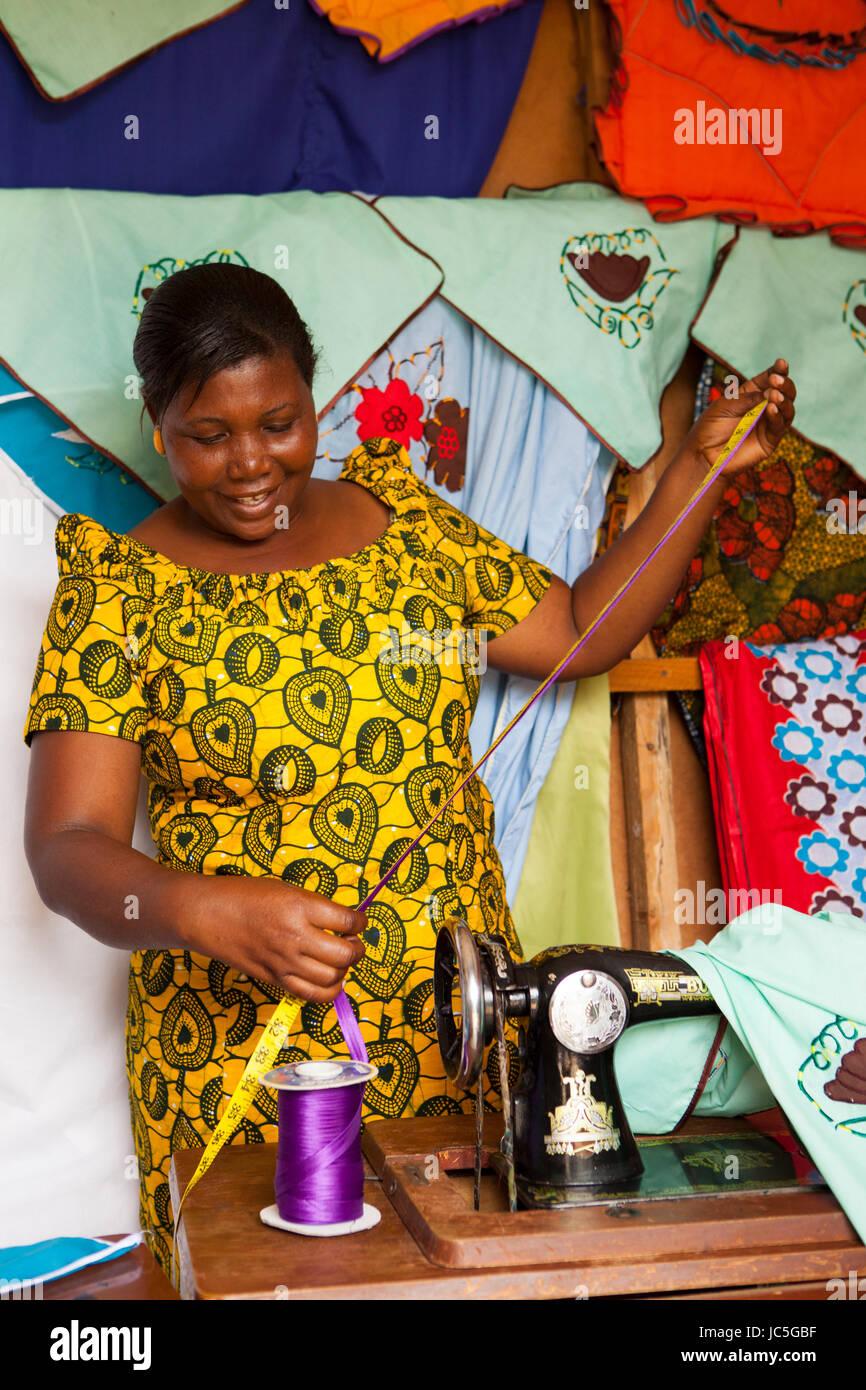 Mujeres tailor, Tanzania, África. Imagen De Stock