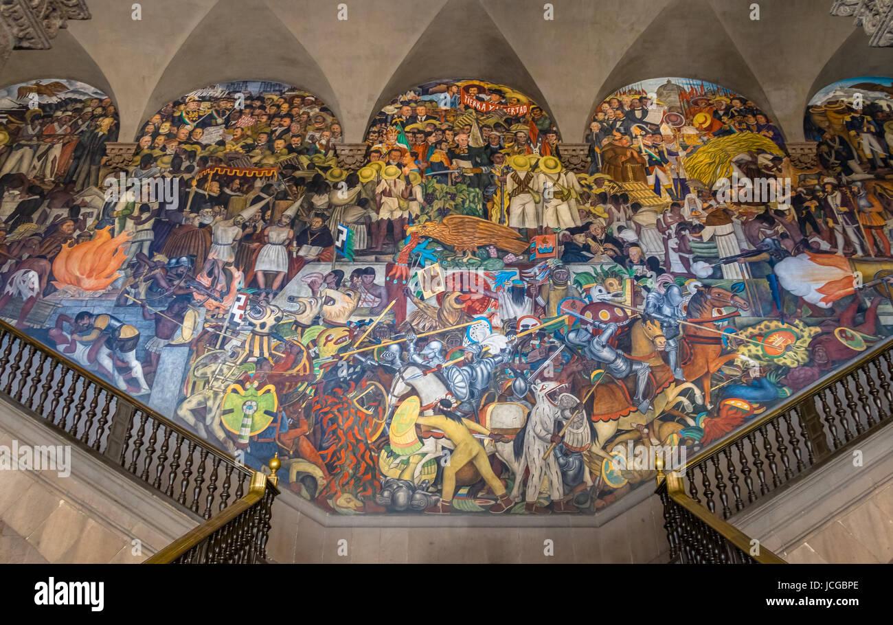 Las Escaleras De Palacio Nacional Con El Famoso Mural De La