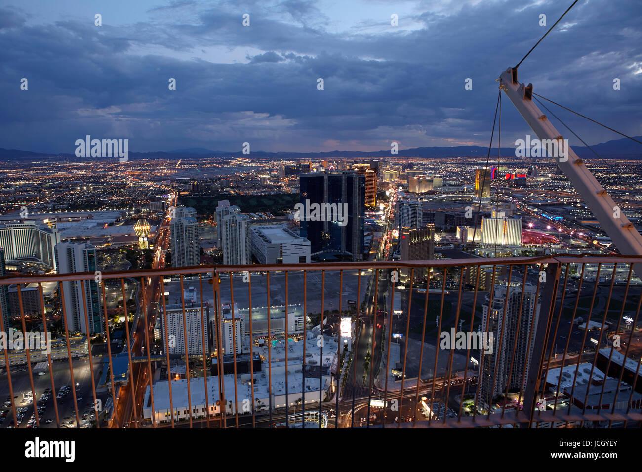 Una vista de Las Vegas en busca de la Torre Stratosphere, Las Vegas, Nevada, Estados Unidos Imagen De Stock