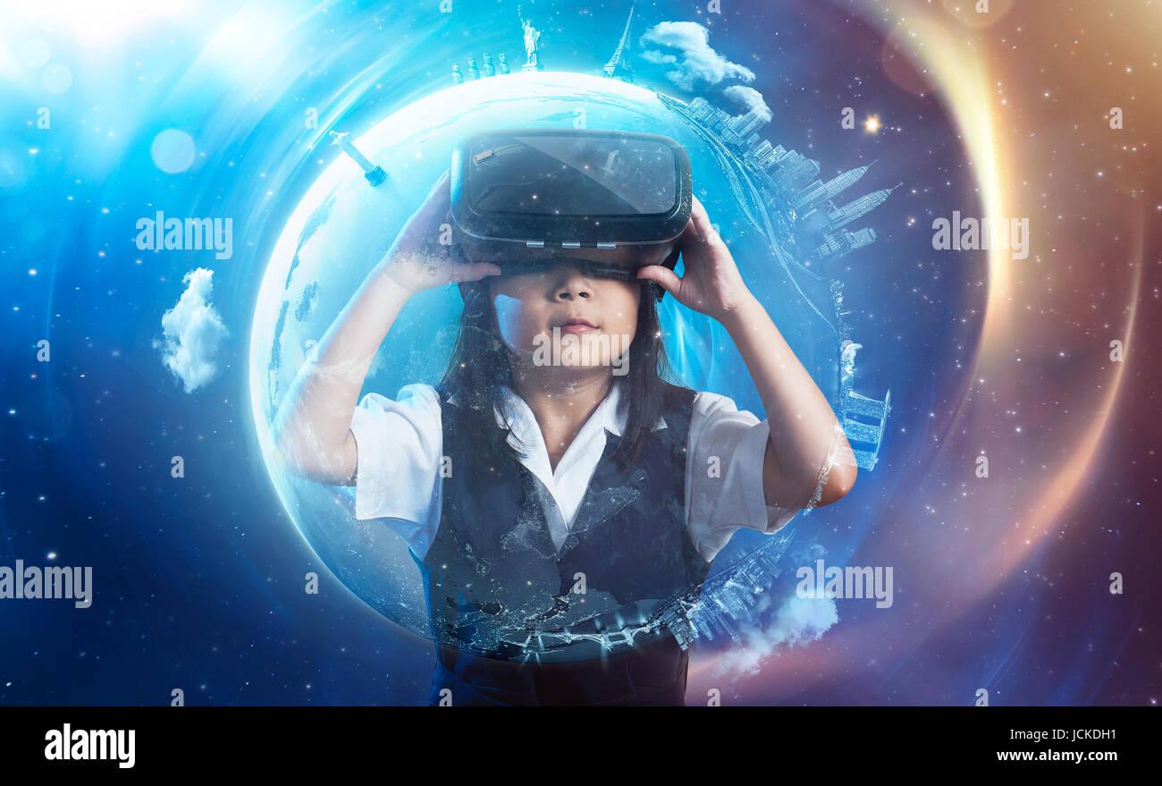 Poco de Asia, linda chica que llevaba gafas de realidad virtual con ...