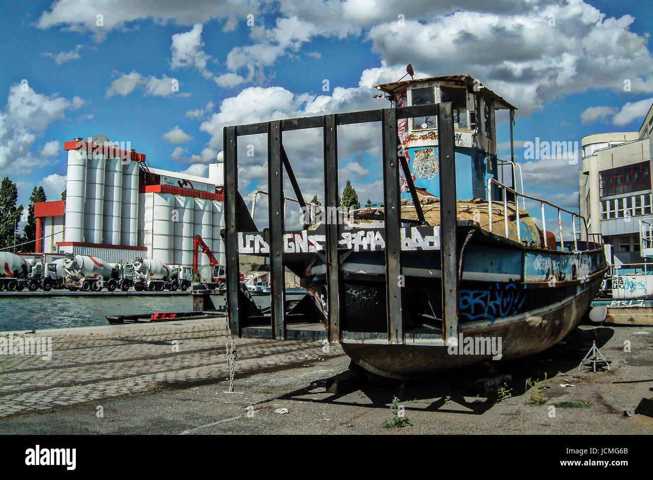 Río viejo remolcador - CANAL DE L'Ourcq PARÍS FRANCIA © Frédéric BEAUMONT Foto de stock