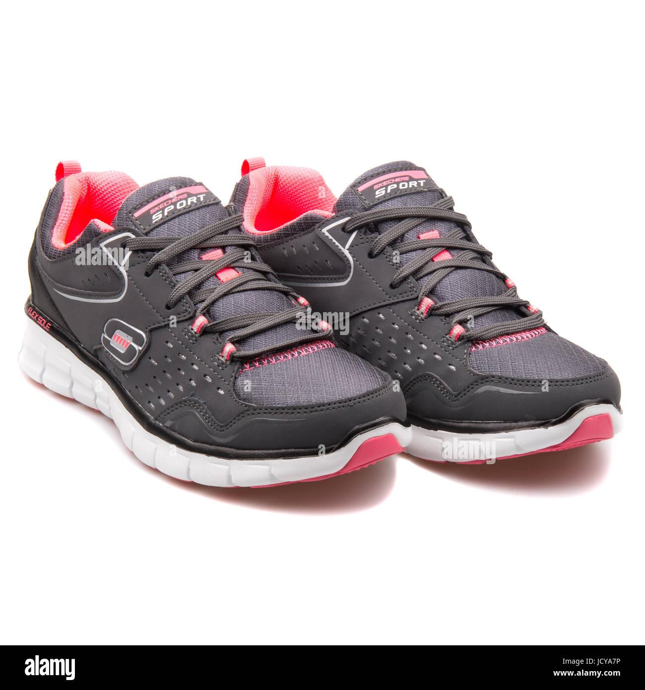 Skechers Synergy-Front Fila de Mujeres de Negro de Carbón calzados running - 12013-CCBK Imagen De Stock