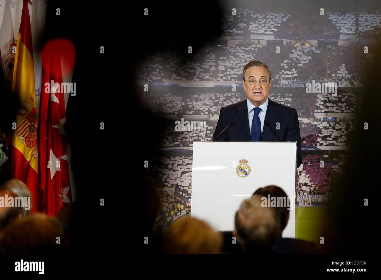 Florentino Pérez durante es la reelección como presidente del Real Madrid Club de fútbol en el estadio Imagen De Stock