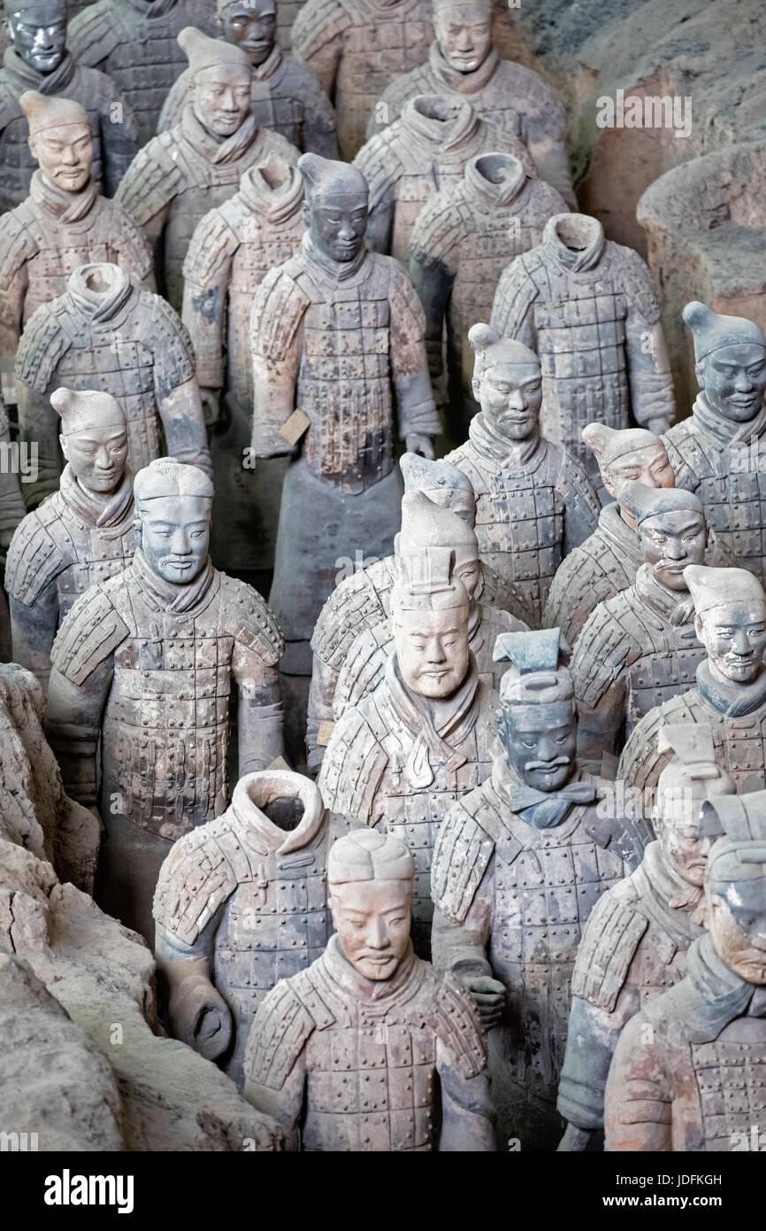 El famoso Ejército de terracota, parte del Mausoleo del primer emperador de Qin y un sitio del Patrimonio Mundial de la UNESCO situado en Xian, China Foto de stock
