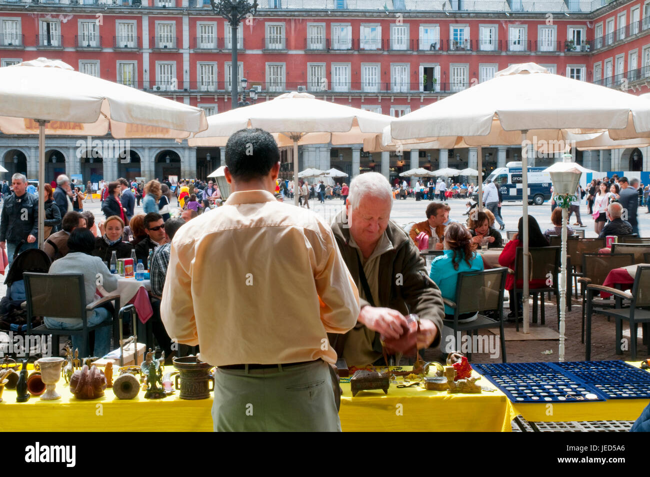 Mercado de pulgas. Plaza Mayor, Madrid, España. Foto de stock