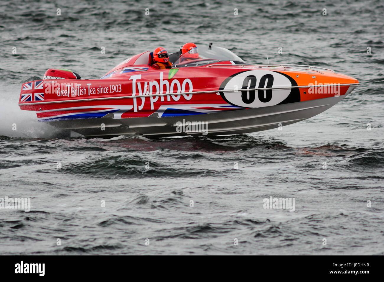 """P1 Superstock powerboat"""" Racing de la Explanada, Greenock, Escocia, el 24 de junio de 2017. 00 Typhoo barco impulsado Foto de stock"""