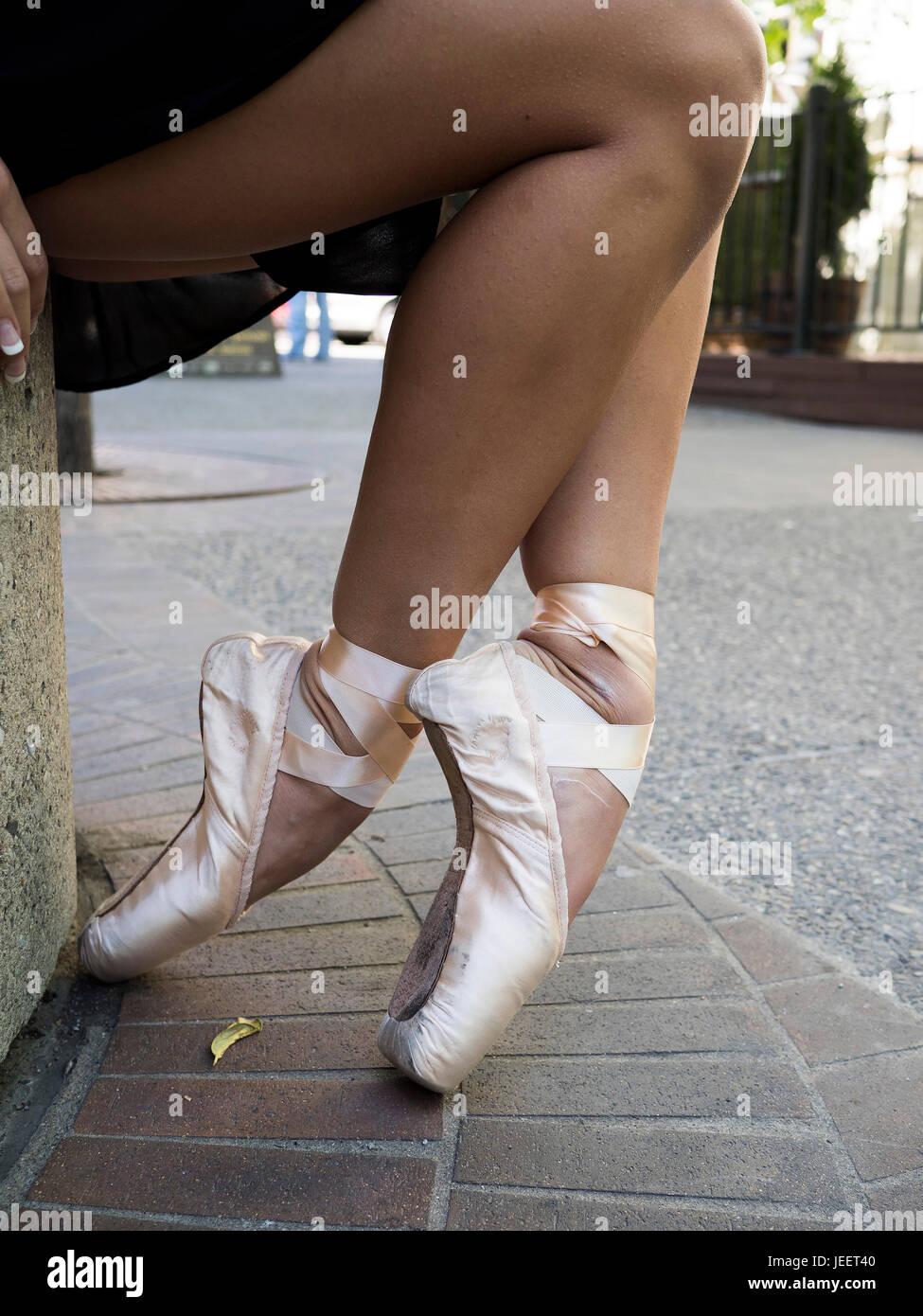 4d4321fa6 Feet En Pointe Ballet Imágenes De Stock & Feet En Pointe Ballet ...