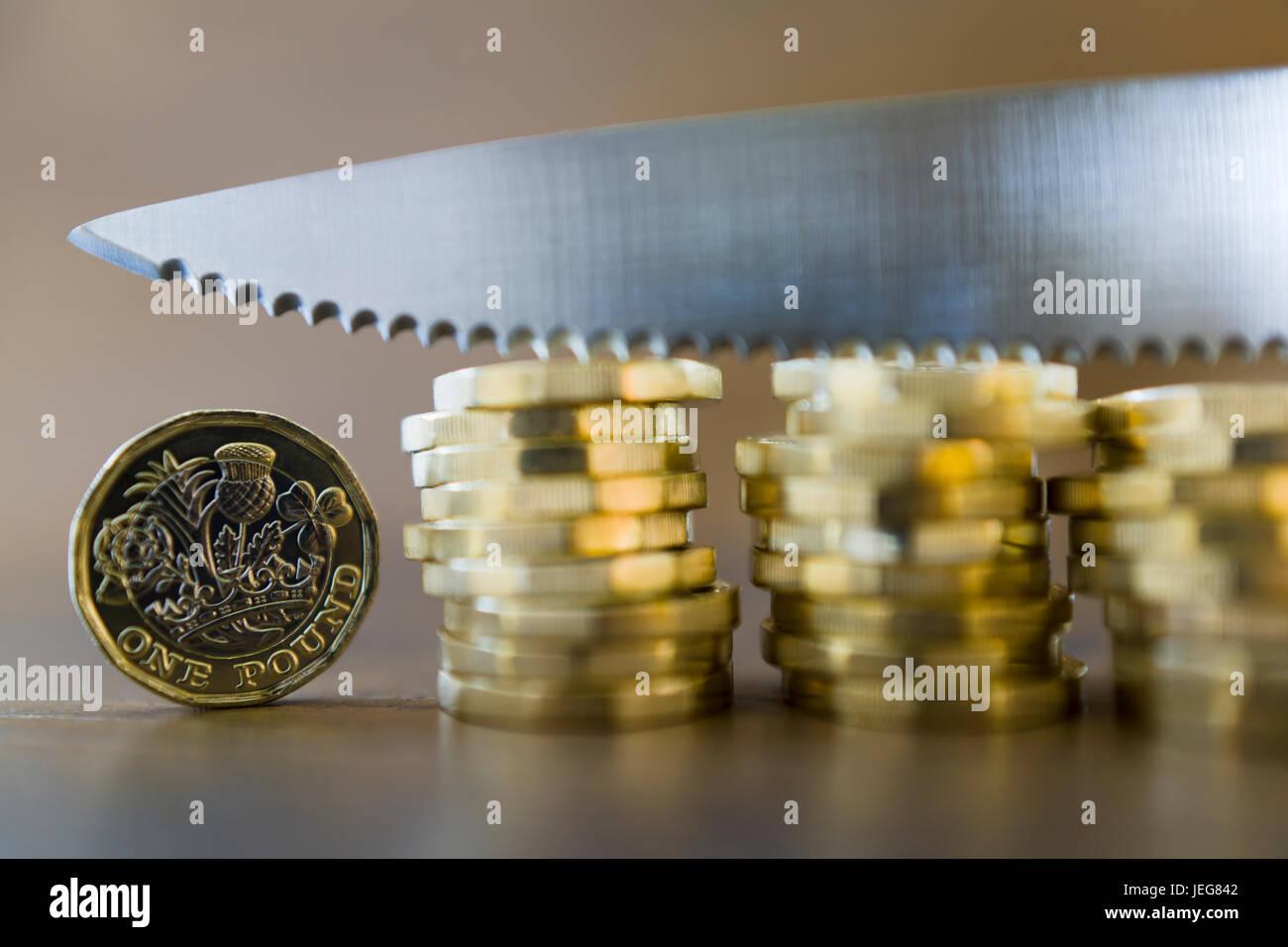 Las nuevas monedas de una libra británica Foto de stock
