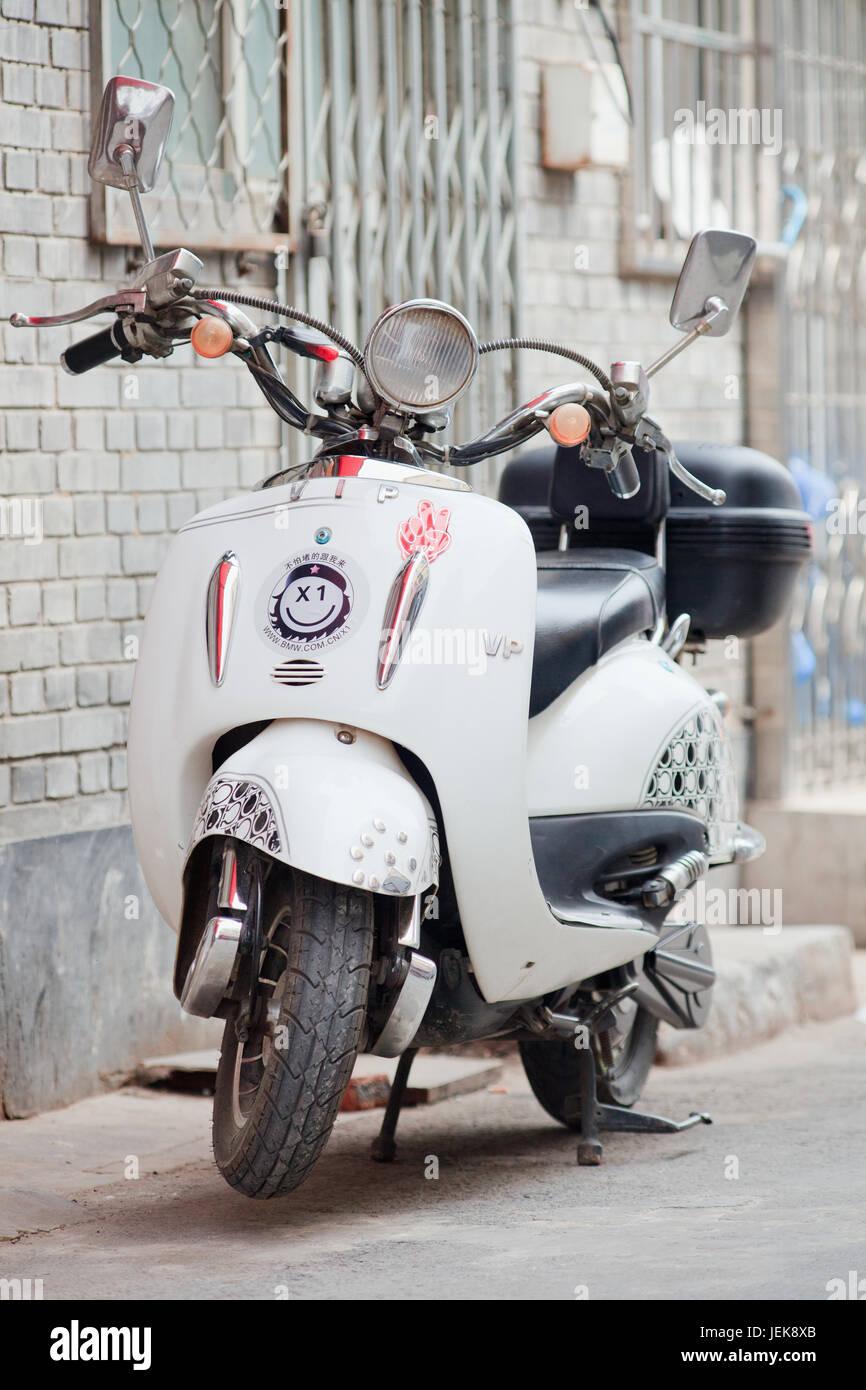 BEIJING, 1 de junio de 2015. Diseño retro e-bike. Un estimado de 200 millones de chinos utilizan ahora e-bikes, Foto de stock