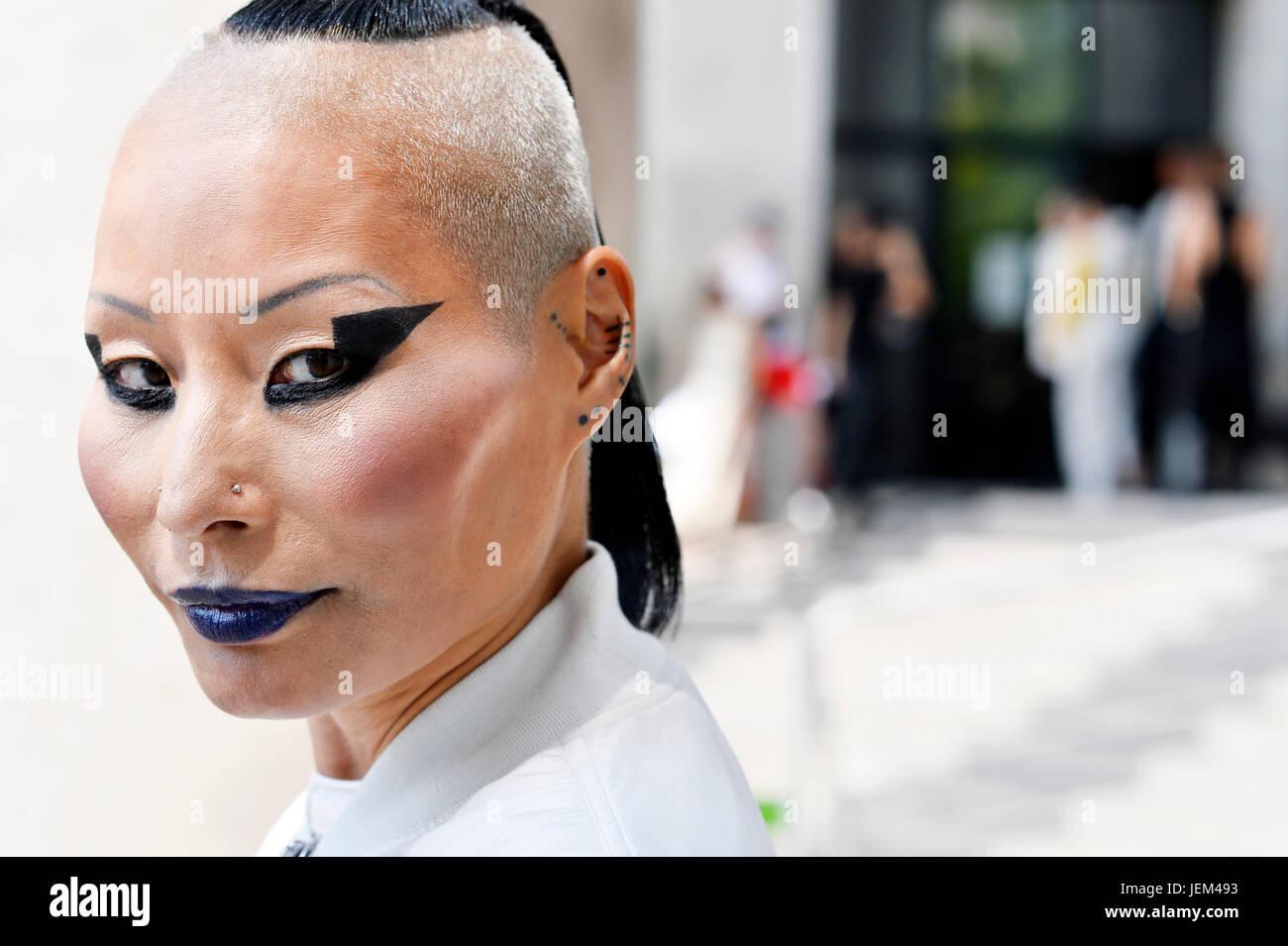 Lala Hwahwa en Rick Owens, el hombre de la Semana de la moda de París 2017-2018, Palais de Tokyo, Paris 16th, Francia Foto de stock