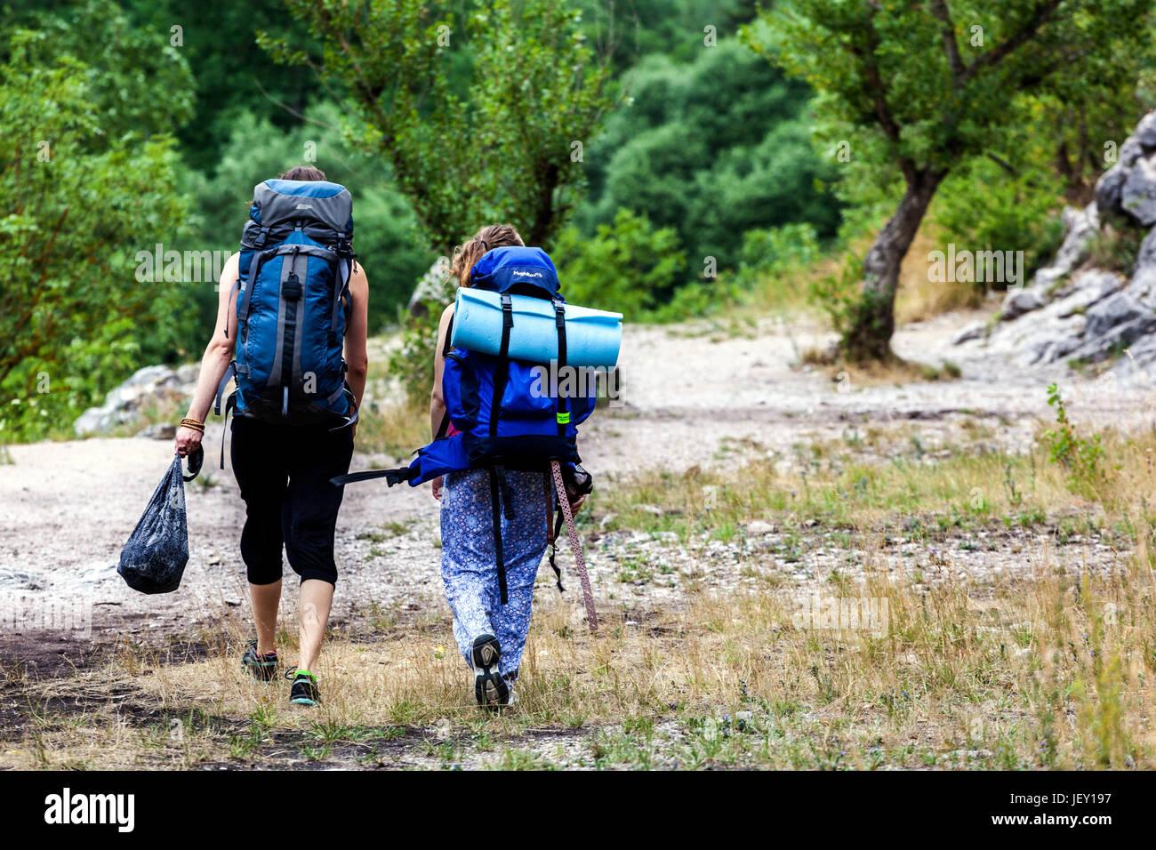 Pareja en un viaje en el valle del río Berounka, República Checa, Europa Imagen De Stock