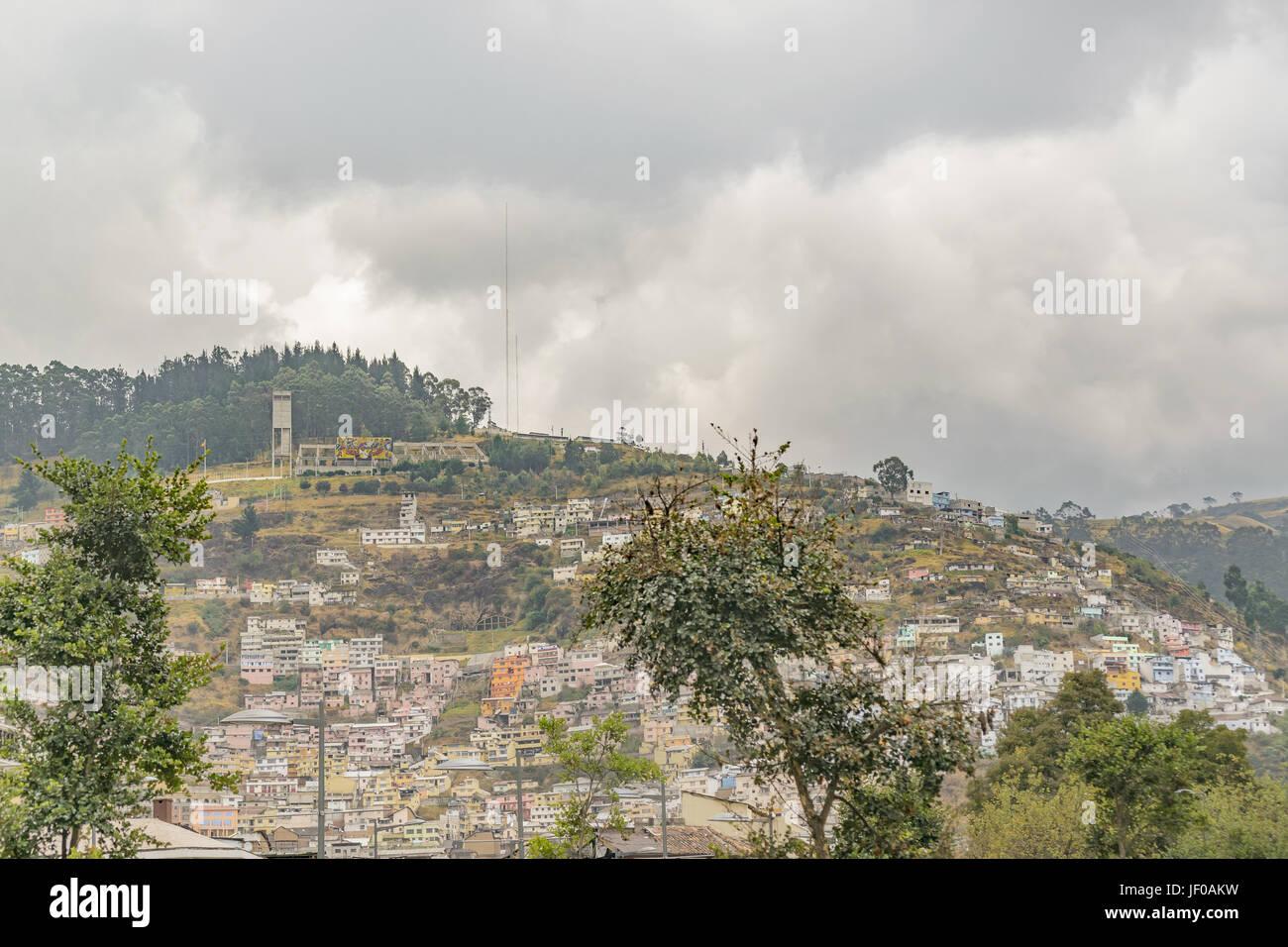 Casas en la colina en Quito Ecuador Imagen De Stock