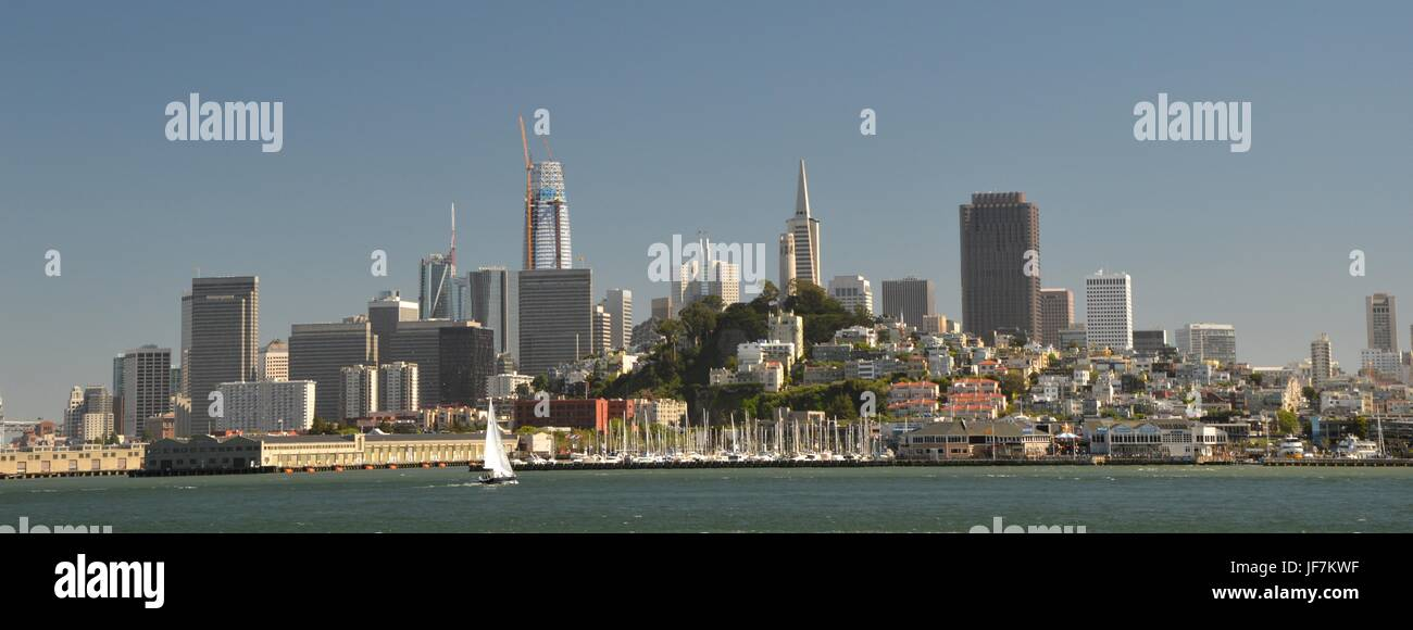 Vistas de San Francisco desde la Isla de Alcatraz, el 1 de mayo de 2017, California, EE.UU. Imagen De Stock