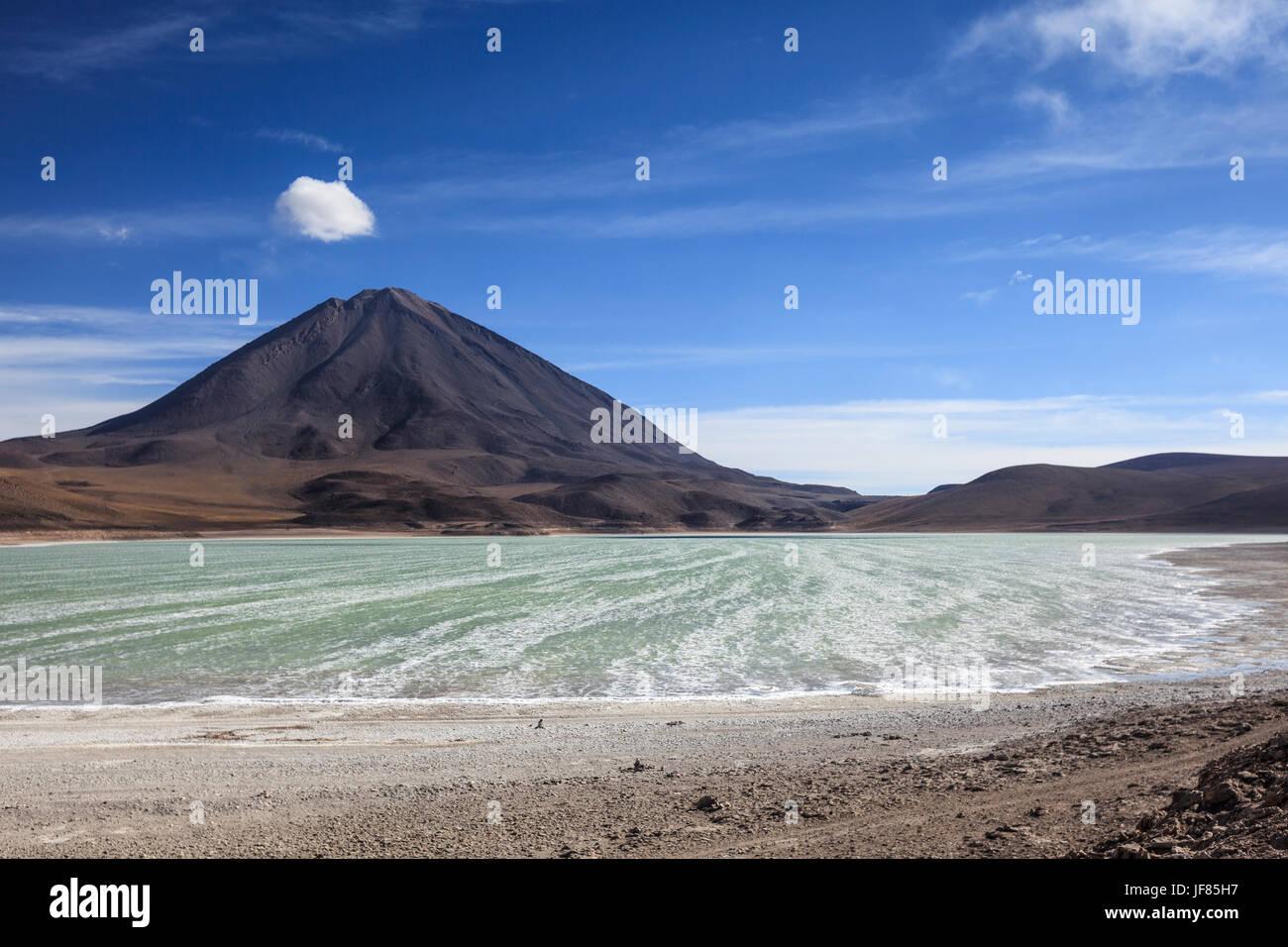 El volcán Licancabur, Bolivia. Imagen De Stock