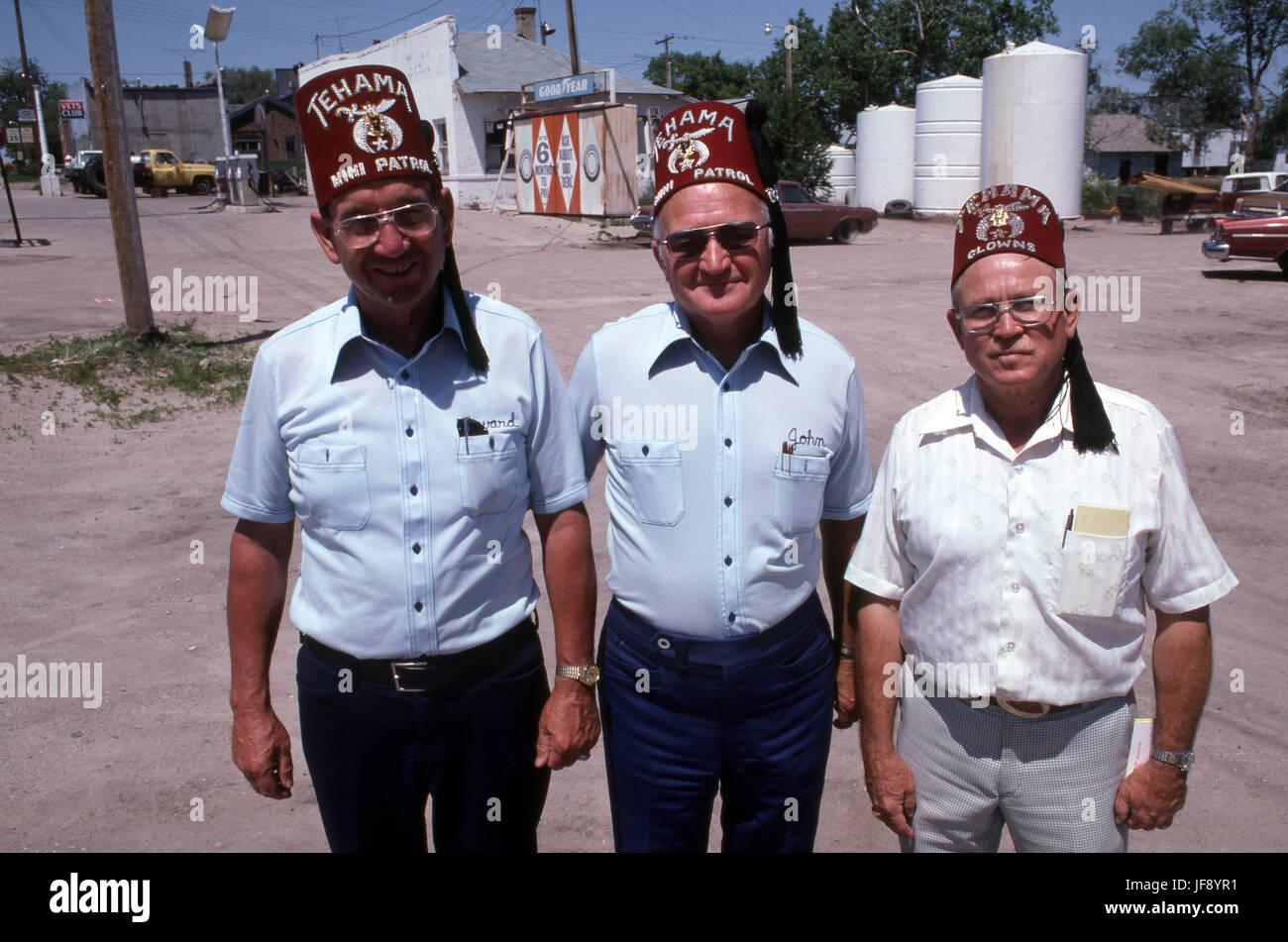 845ce28b543bd Shriners de California portando sombreros de Fez Imagen De Stock