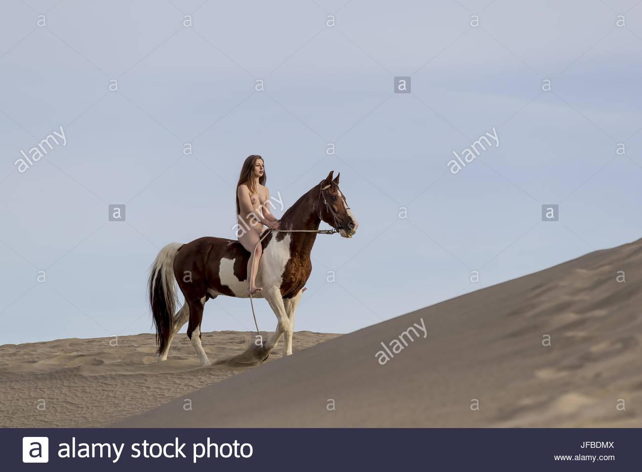 Mujer desnuda a caballo Nude Photos 5