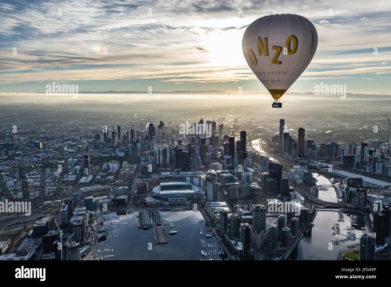 Flotando encima de Melbourne. Imagen De Stock