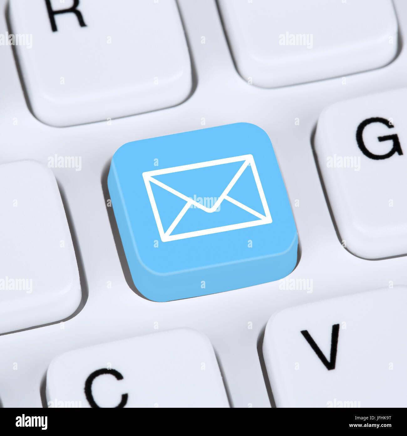 Internet E-Mail Konzept oder Email senden auf Tastatur Equipo Foto ...