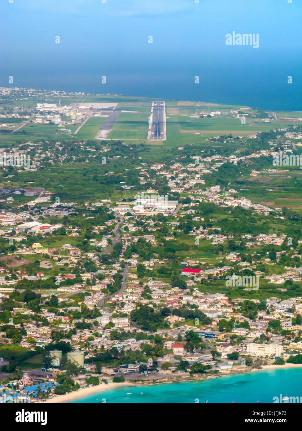 El enfoque de la pista de aterrizaje de Barbados, Barbados Aeropuerto Internacional Grantley Adams (GAIA) Aeropuerto, Barbados, Indias Occidentales Foto de stock