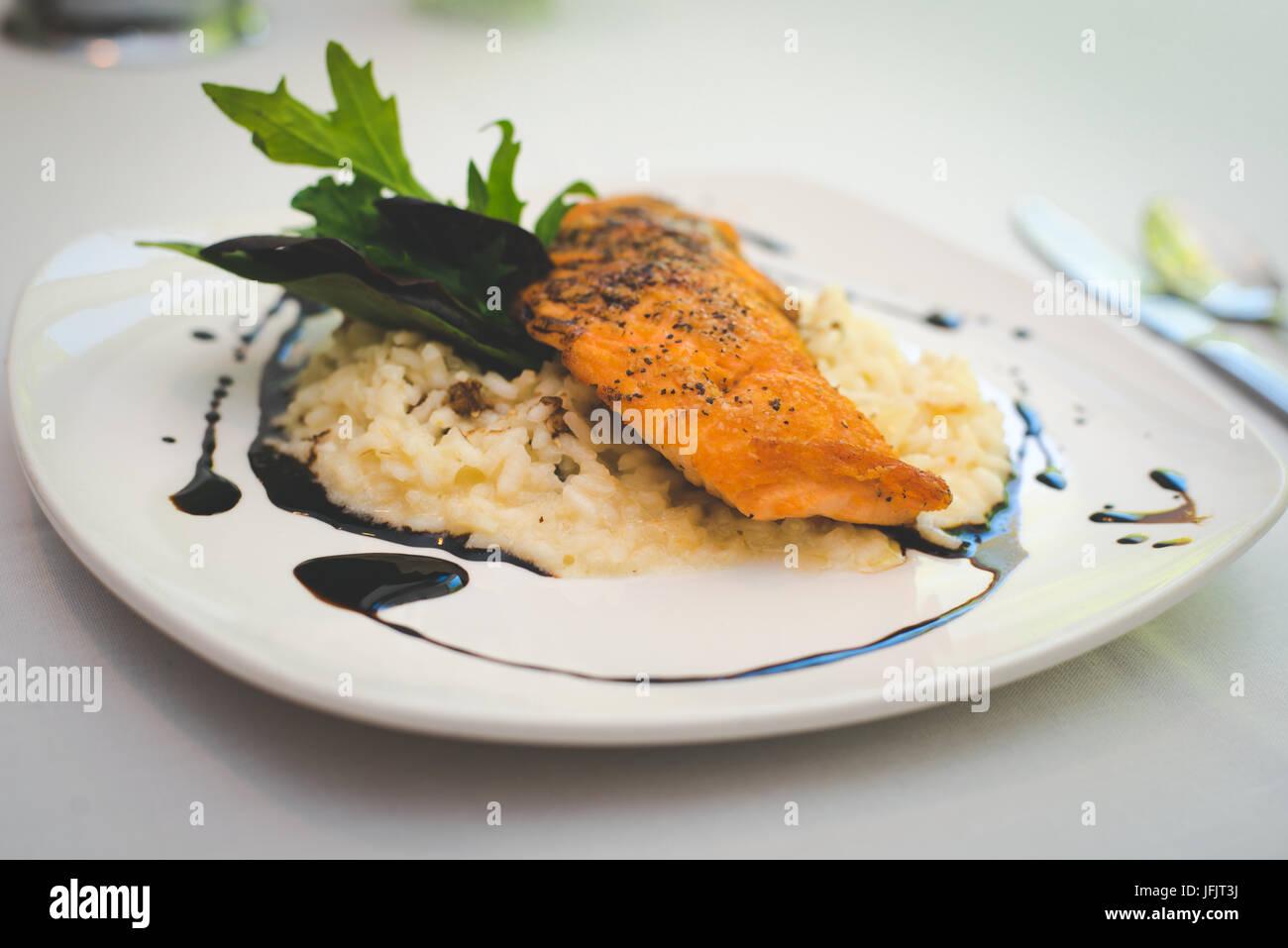 Seleccione restaurantes presentan sus alimentos en una forma pituresque. Imagen De Stock