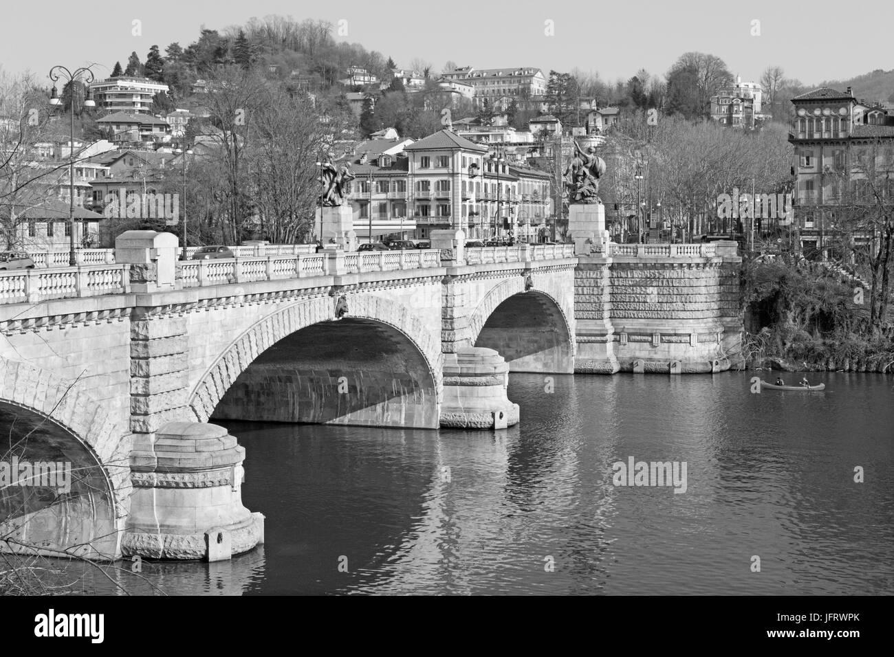 Turín - El Puente Umberto I. Foto de stock