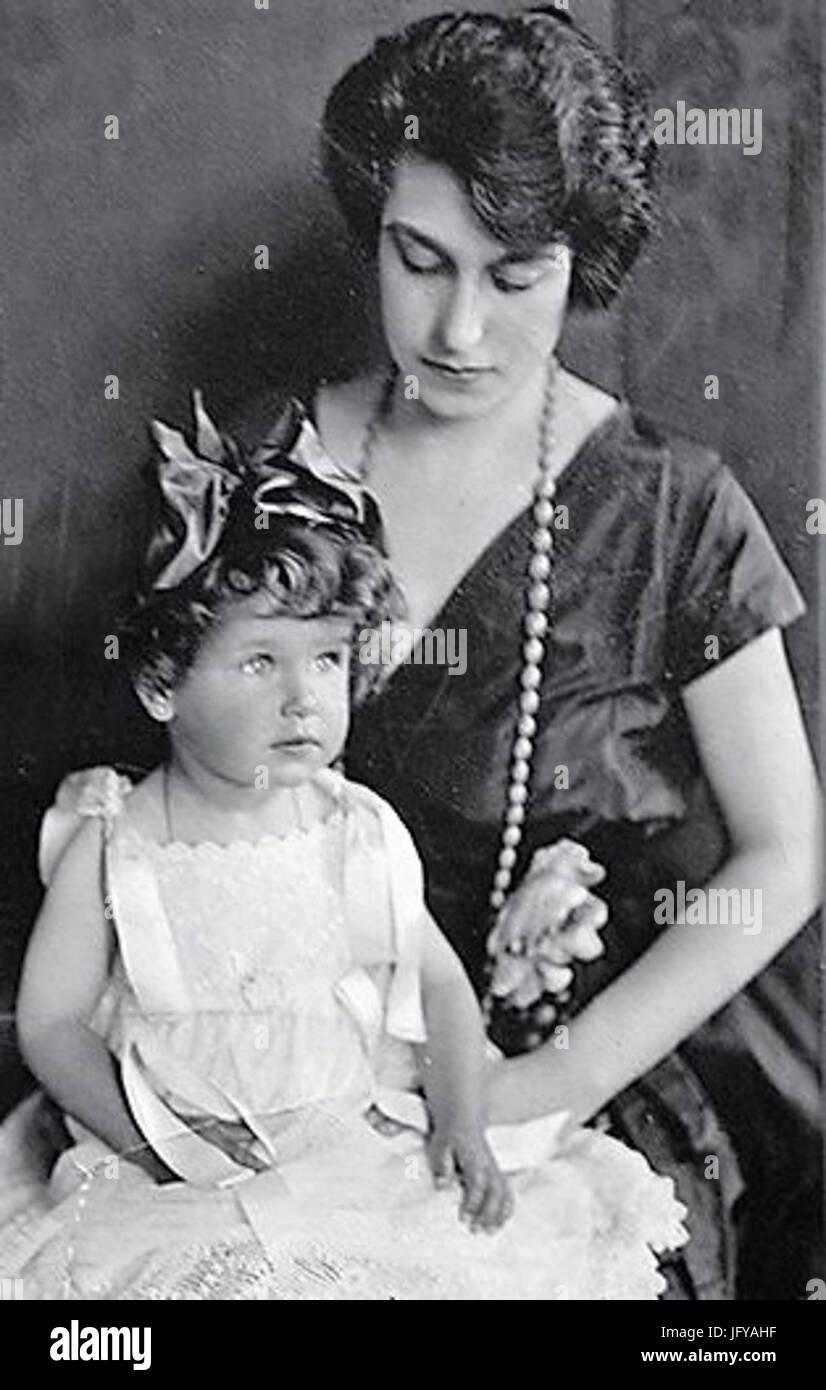 Elena Larraín Velasco con su hija Julia Astaburuaga Larraín 28191929 Imagen De Stock