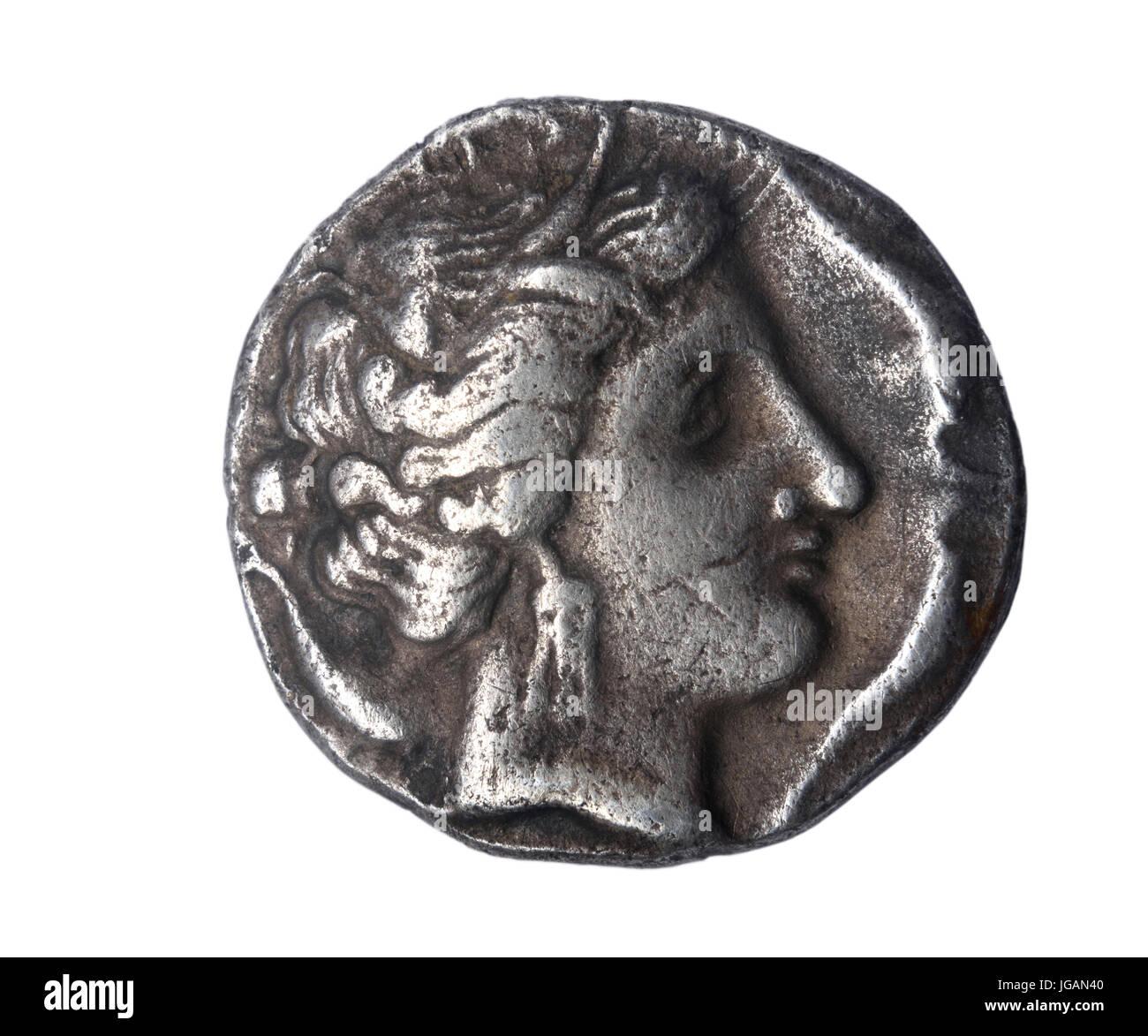 Dracma, siglo III a. de J. C. frontal: Cabeza de una divinidad inversa: Pegasus y leyenda actual de Ampuritanos Emporion (Ampurias) Foto de stock