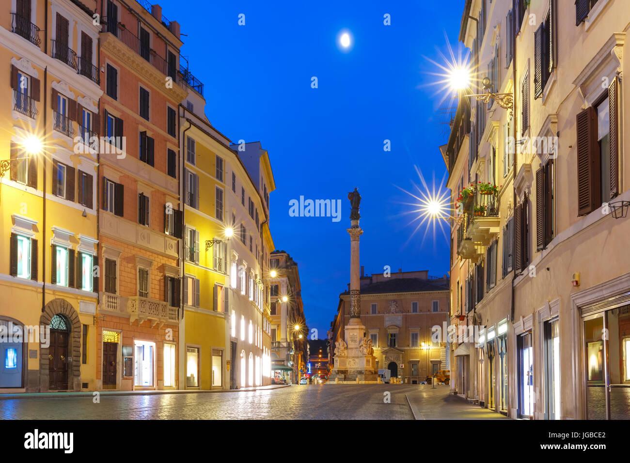 La columna de la Inmaculada Concepción, en Roma, Italia. Imagen De Stock
