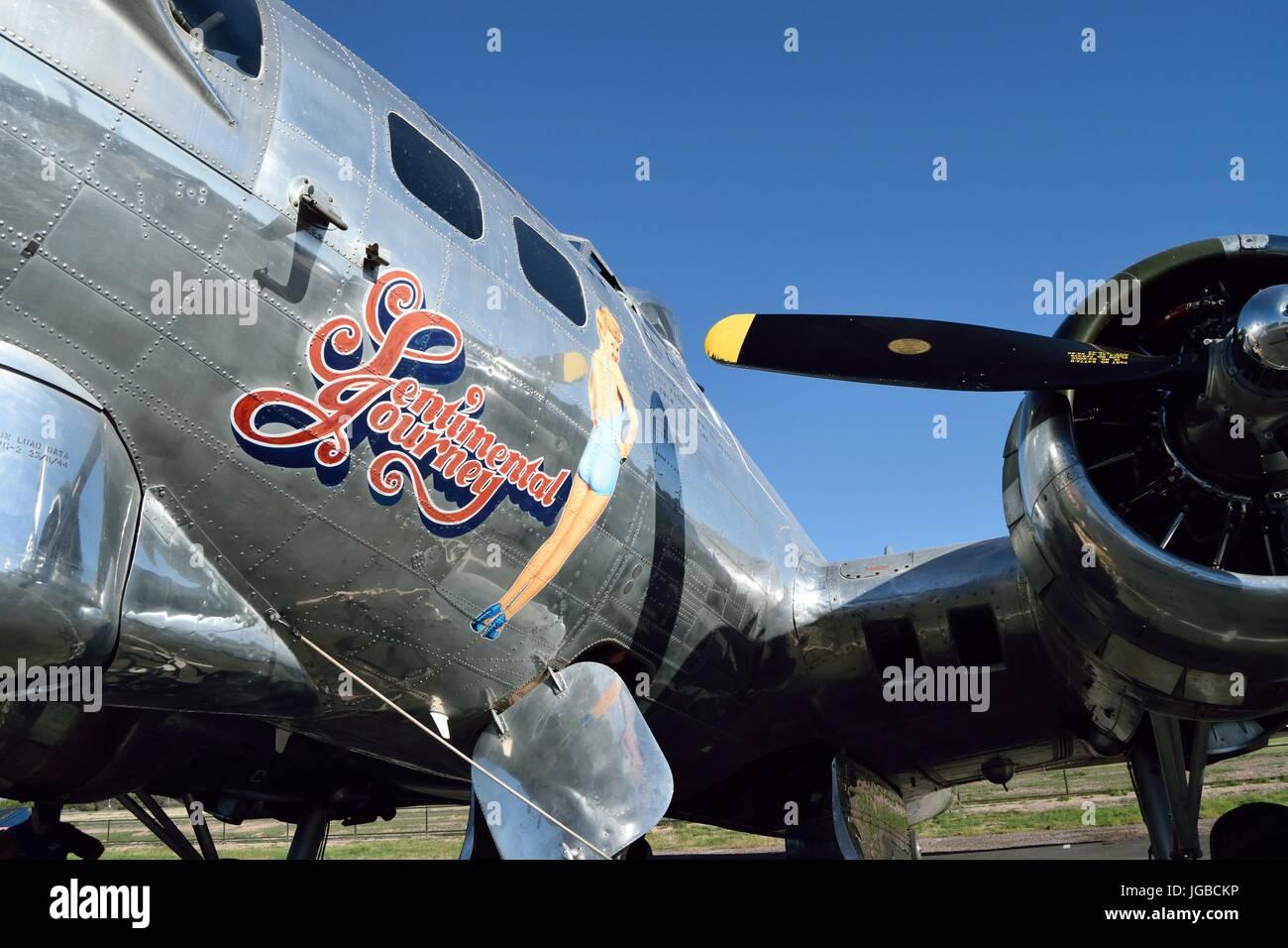 Arte de Betty Grable en la nariz en un B-17 Flying Fortress viaje sentimental Foto de stock