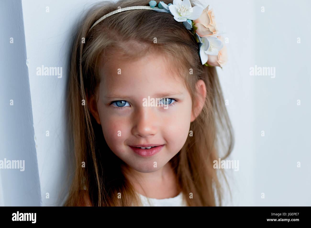 Beautiful Baby Girl Brown Hair Imágenes De Stock   Beautiful Baby ... 9cd8e00d266a
