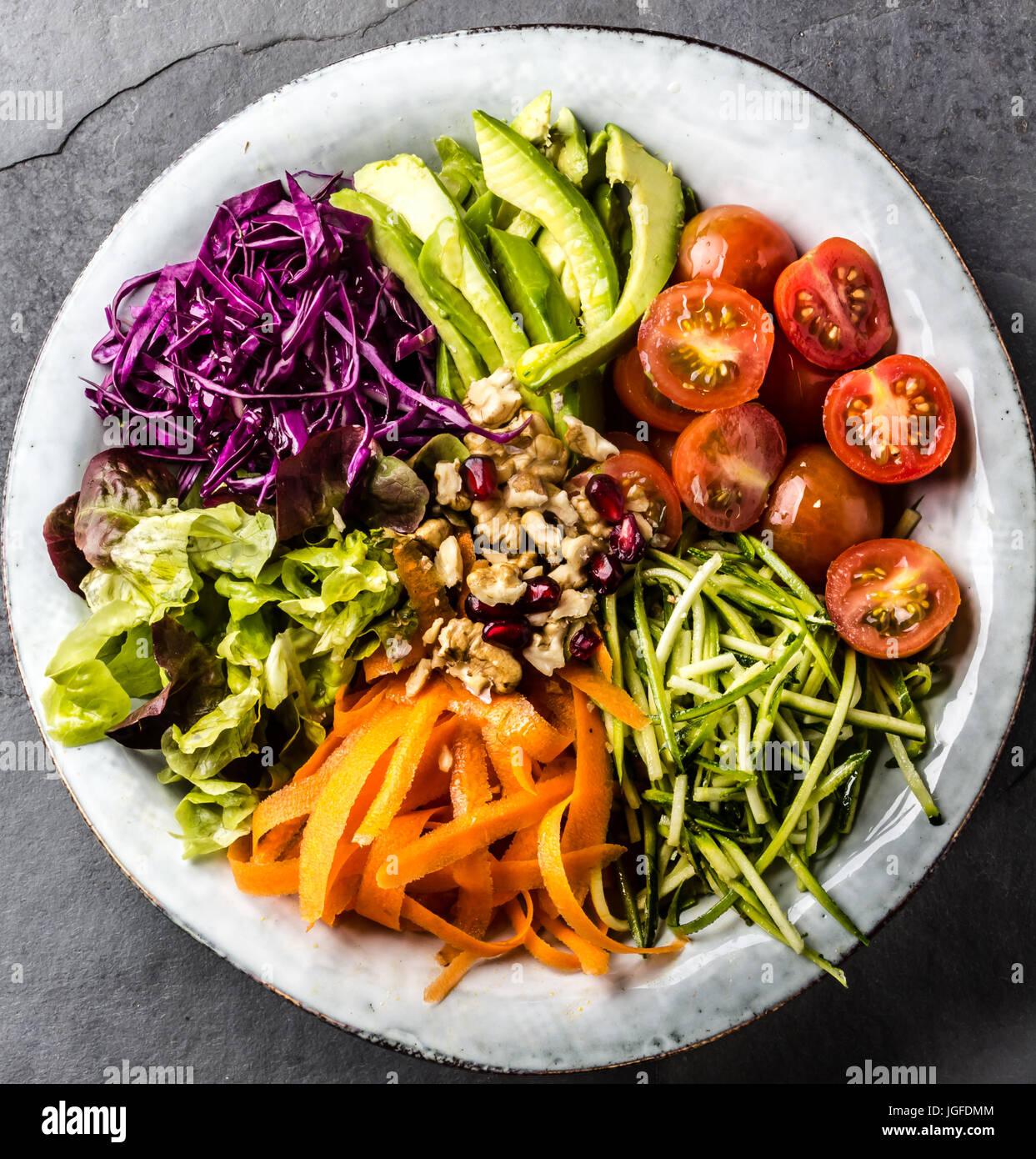 Tazón de Buda. Verduras ensalada de nueces Imagen De Stock