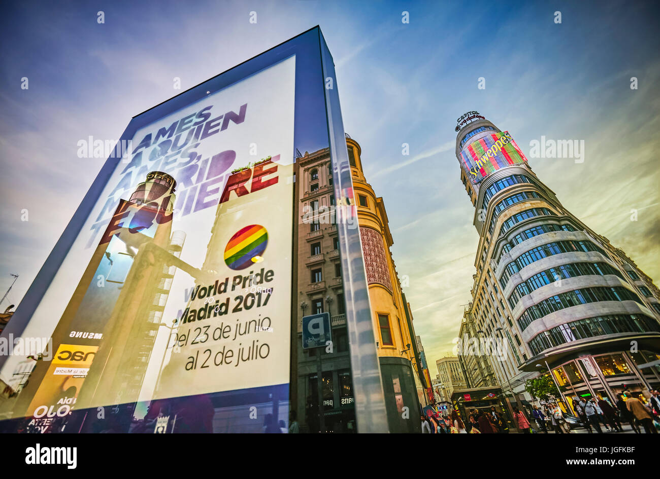 Mundo orgullo Madrid 2017 firmar en la Plaza Callao. Madrid. España. Imagen De Stock