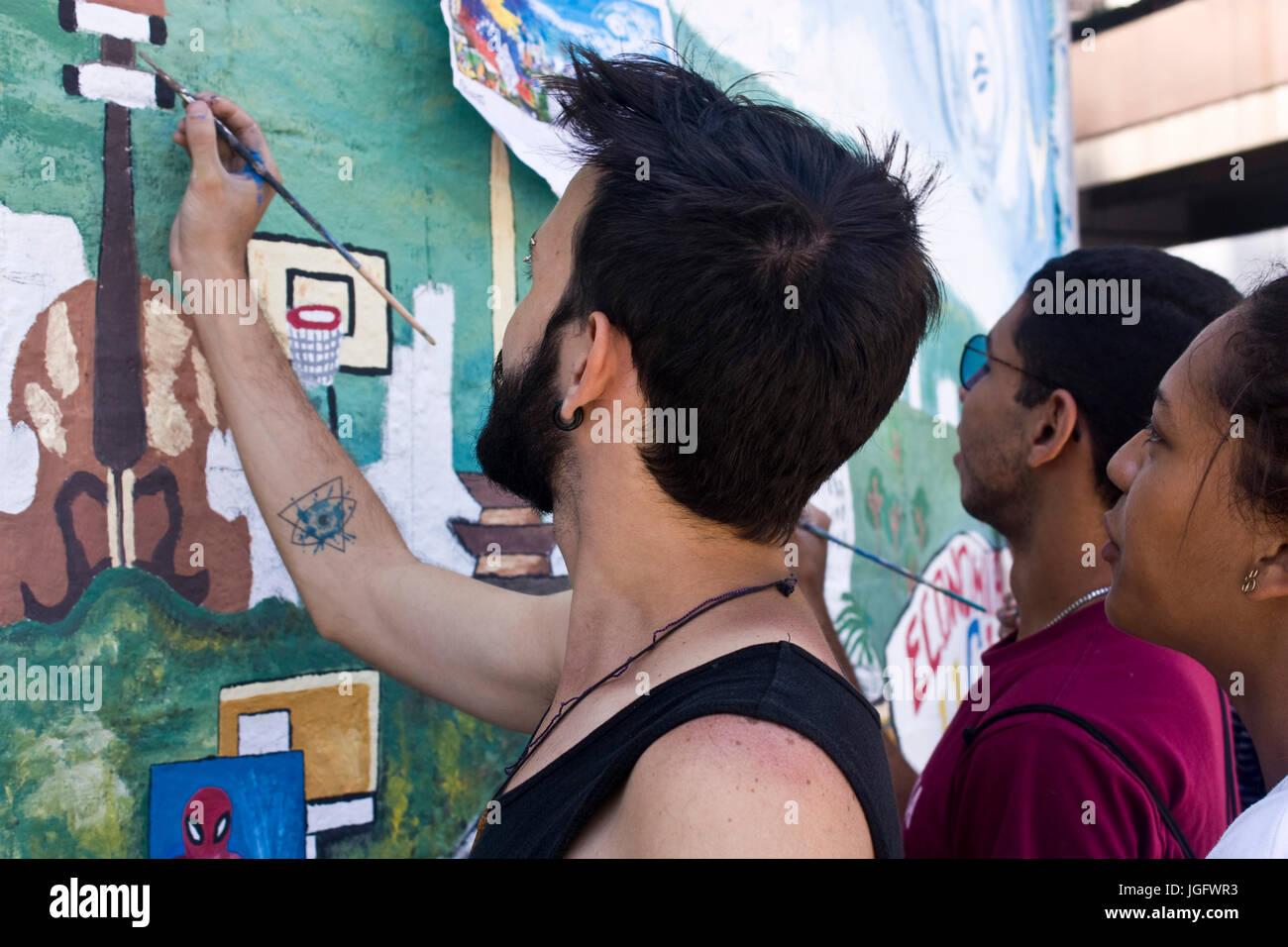 Los manifestantes pacíficos pintó un mural en una calle de Caracas, como una forma de protesta contra Imagen De Stock