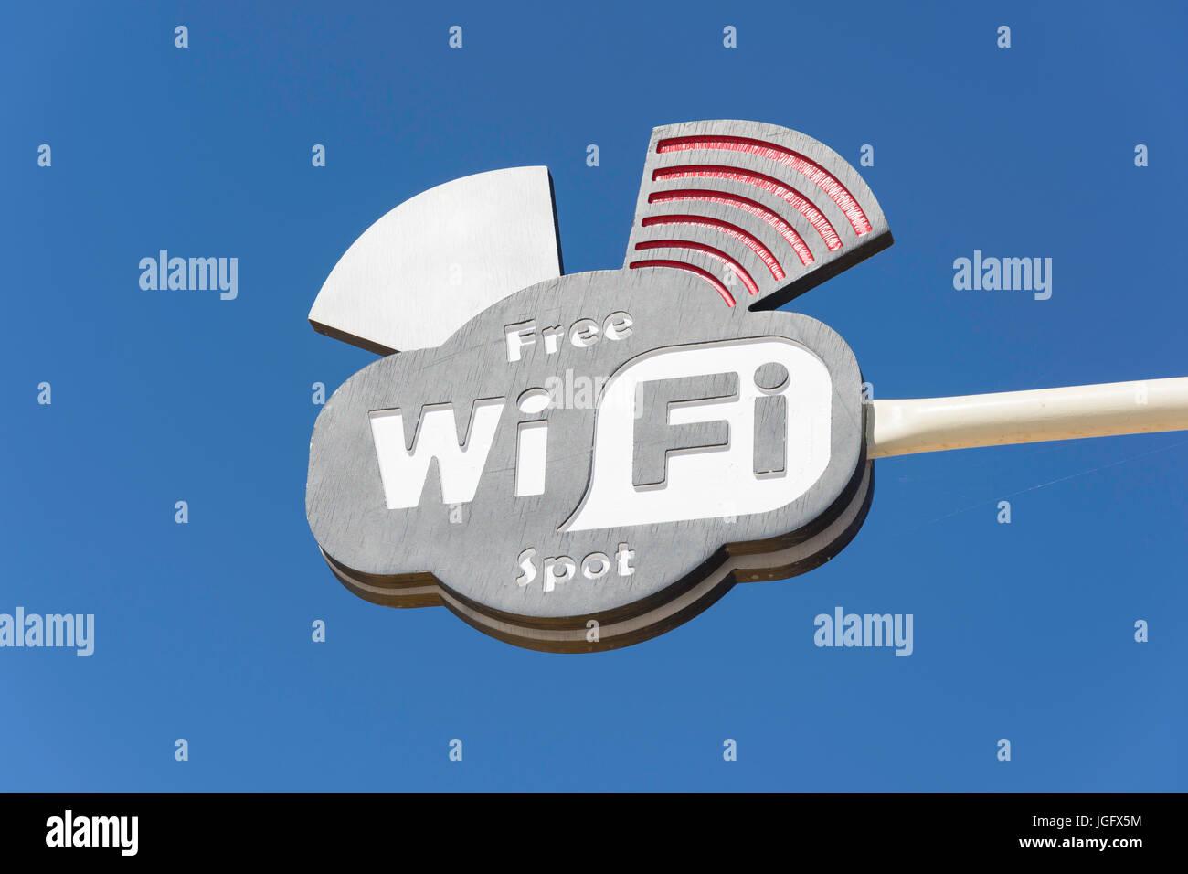 Acceso gratuito a internet WiFi spot sign, Playa Nisos, Malia, Región de Heraklion, Creta, Grecia (Creta) Imagen De Stock