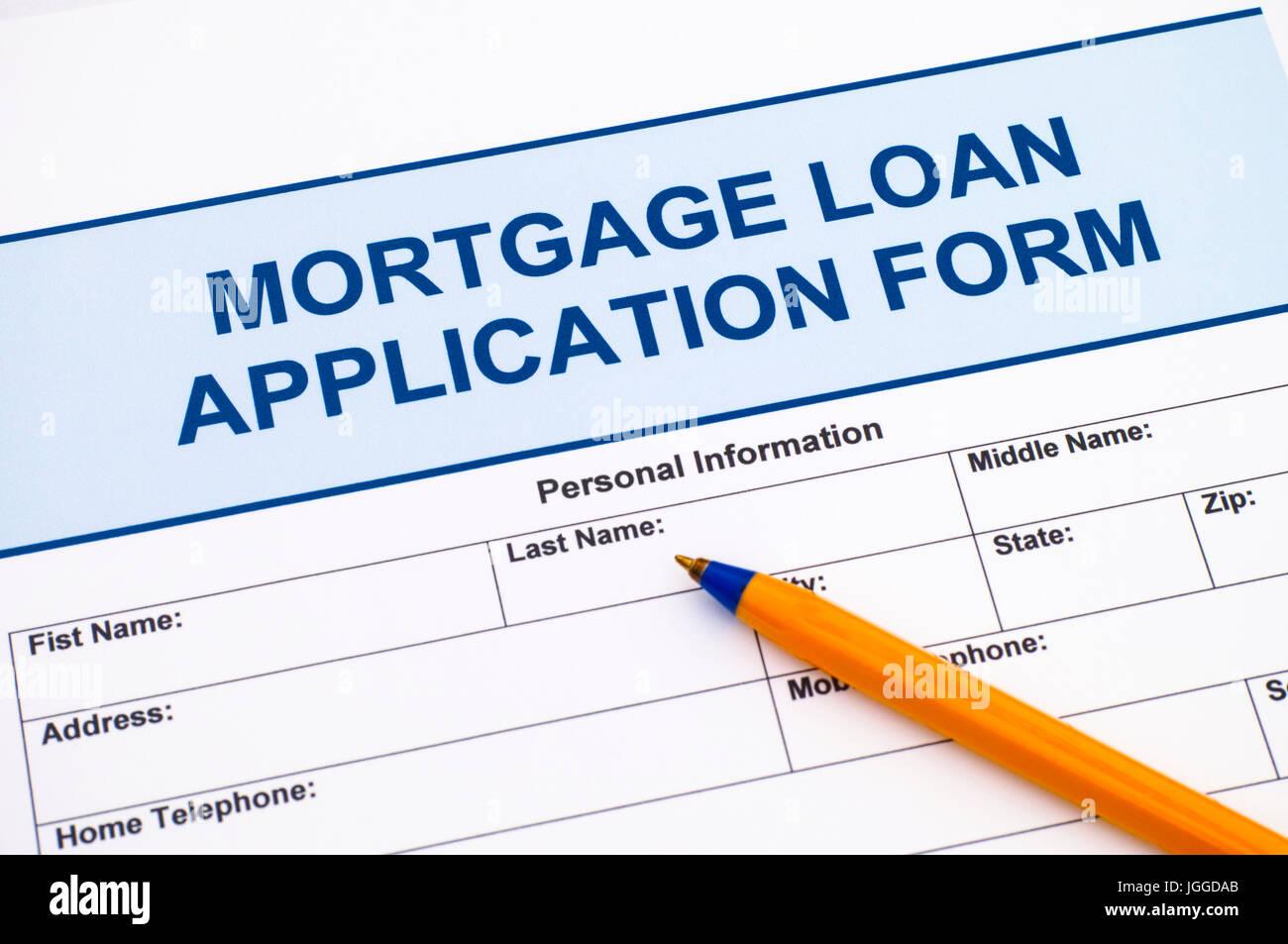 Formulario de solicitud de préstamo hipotecario con bolígrafo Imagen De Stock