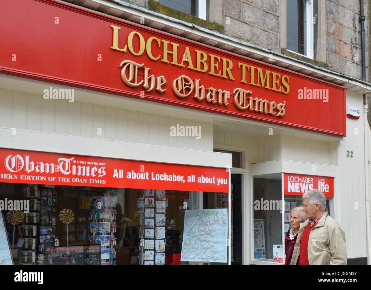 Lochaber tiempos y los tiempos de Oban tienda de periódicos locales, Fort William, en Escocia, Reino Unido Imagen De Stock
