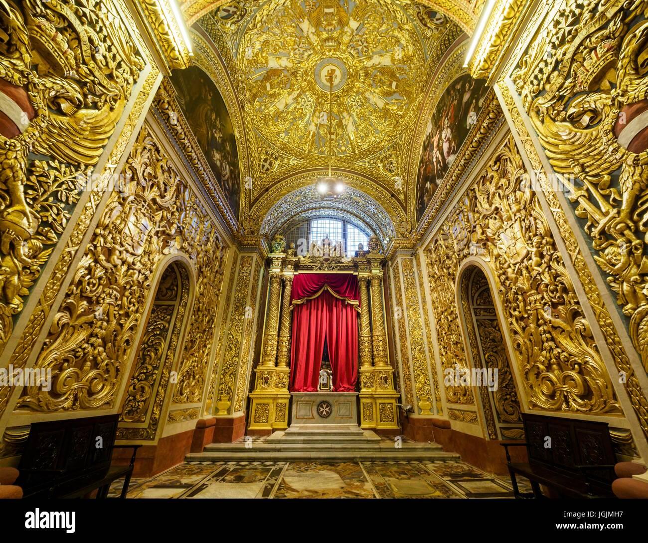 Vista interior de la concatedral de San Juan en la capital La Valeta / Malta. Foto de stock