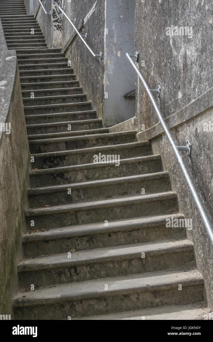 Serie de pasos concretos en Newquay Harbour en Cornwall - metáfora para muchos conceptos relativos a 'hacia Imagen De Stock