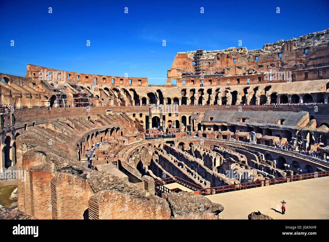 """Interior del Coliseo ('Colosseo', también conocido como el """"Anfiteatro Flavio""""), Roma, Italia Imagen De Stock"""