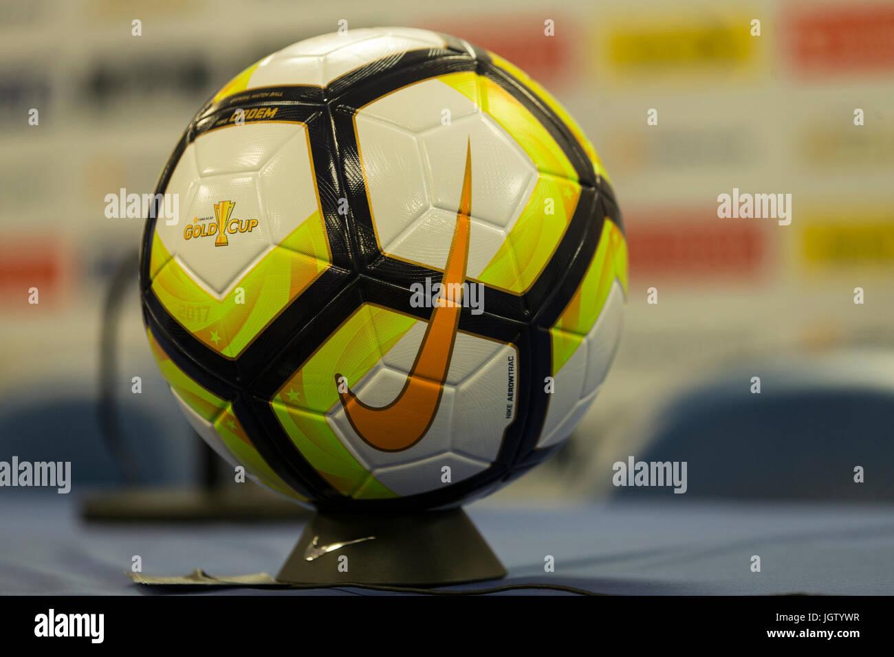 Nike Ball Imágenes De Stock   Nike Ball Fotos De Stock - Alamy 785338178c061