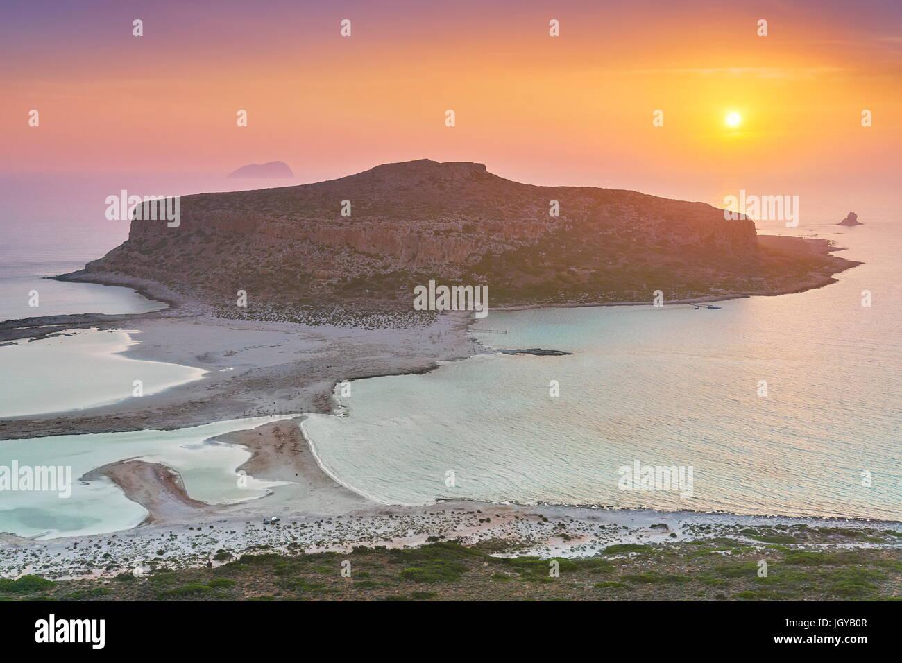 Atardecer en la playa de Balos, en la isla de Creta, Grecia Foto de stock