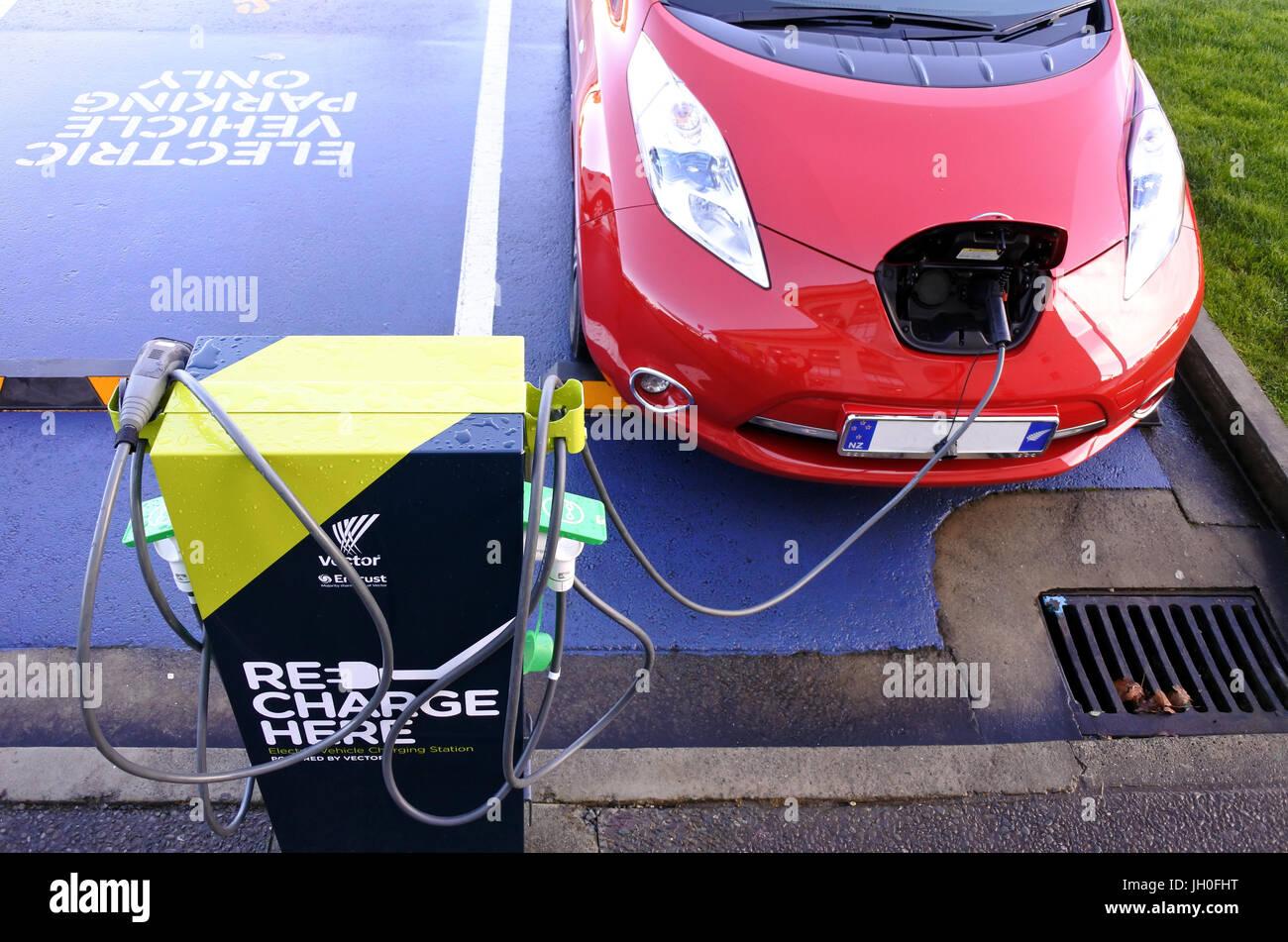 AUCKLAND - 11 de julio 2017: rápida estaciones de carga de vehículos eléctricos. En noviembre de Imagen De Stock