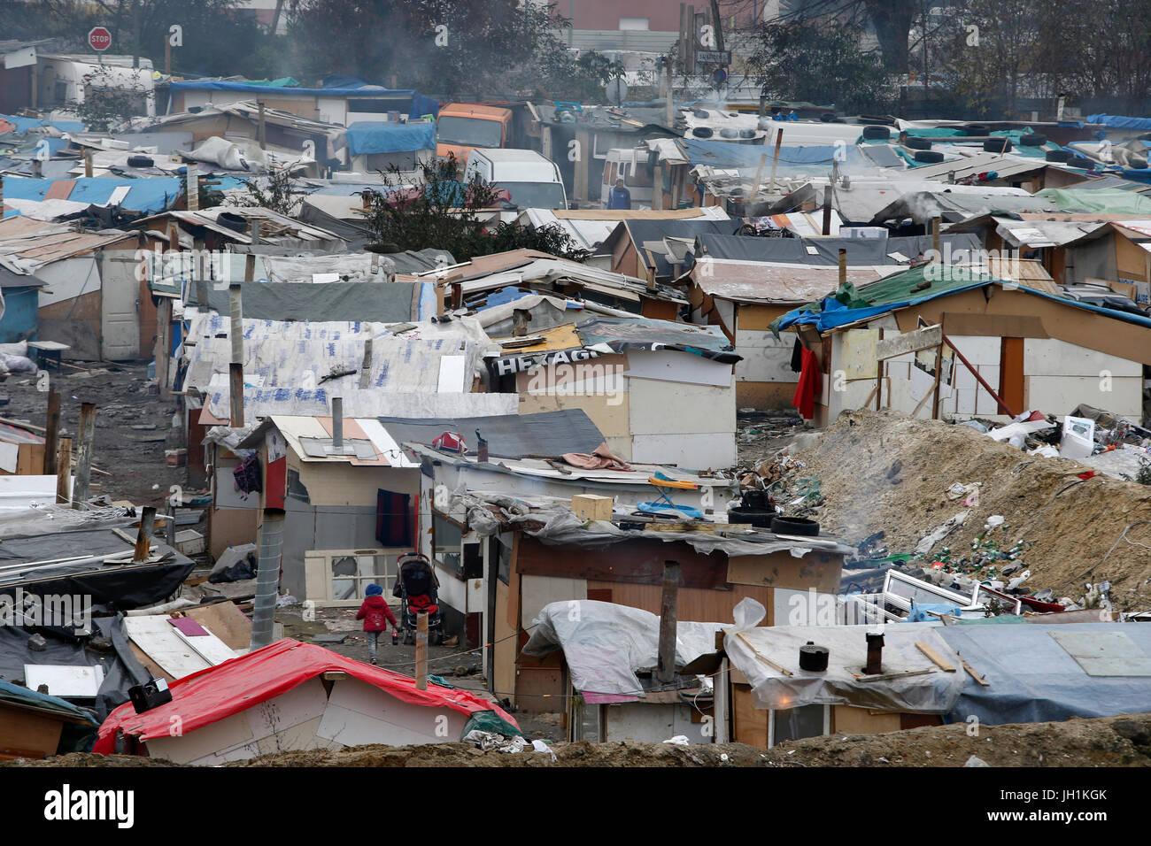 Campamento en Pierrefitte-sur-Seine, Francia. Francia. Imagen De Stock