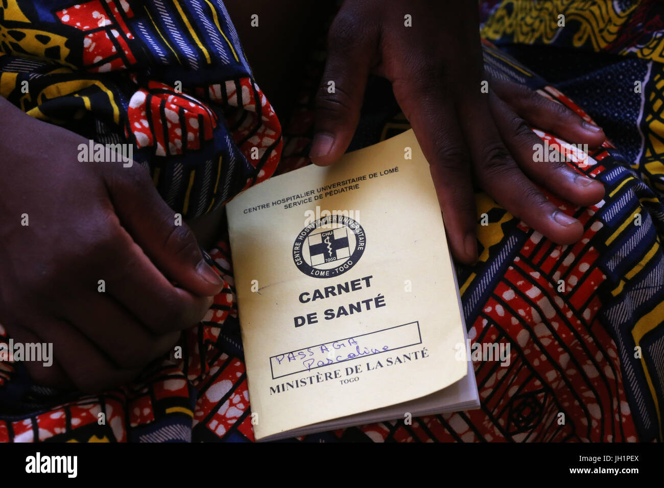 Hospital pediátrico de África. Salud. Folleto de registro de salud infantil. Togo. Foto de stock