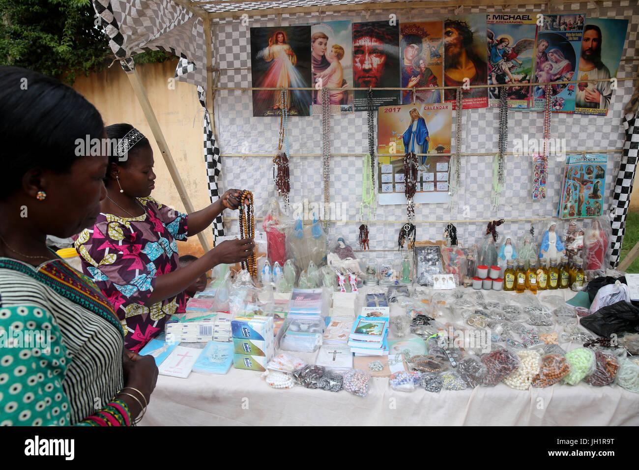 Rosario para la venta. Lome. Togo. Imagen De Stock