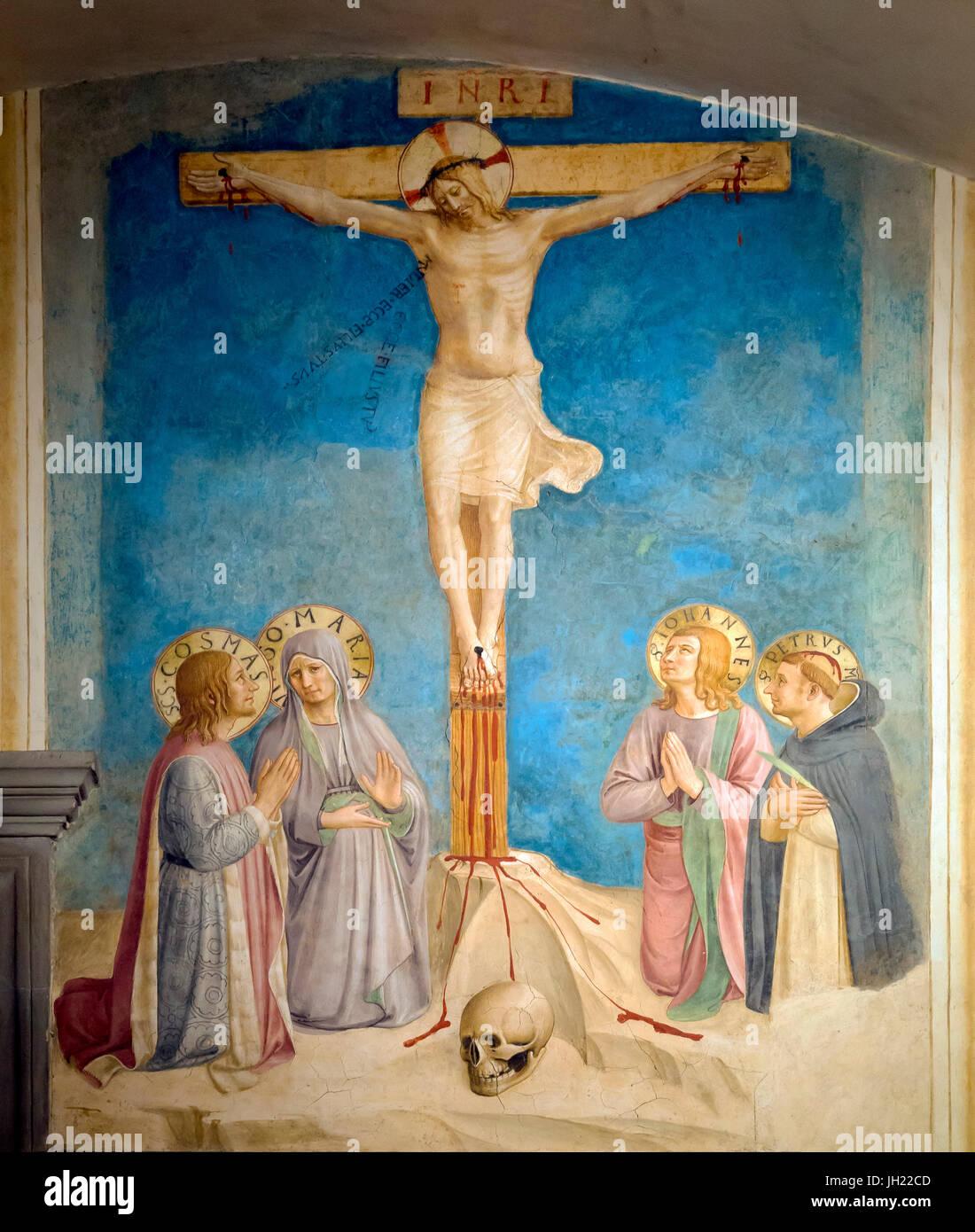 Crucifixión con la Virgen y los Santos Cosme, el evangelista san Juan y San Pedro Mártir, la celda 38, por Fra Beato Angelico, 1441-1442, el convento de San Marcos, Foto de stock