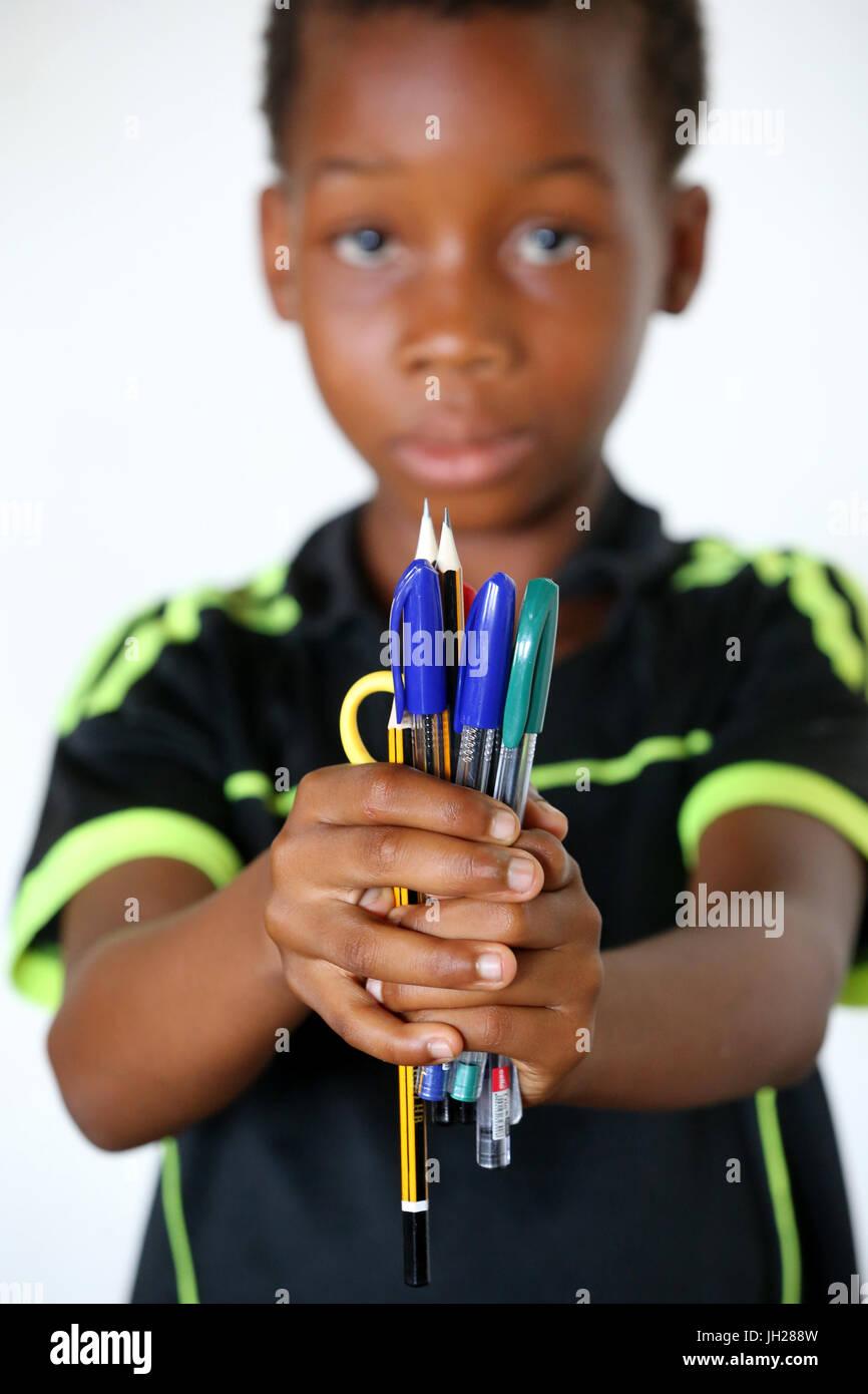La escuela primaria de África. Niño patrocinado por la ONG la Chaine de l'Espoir. Lome. Togo. Foto de stock